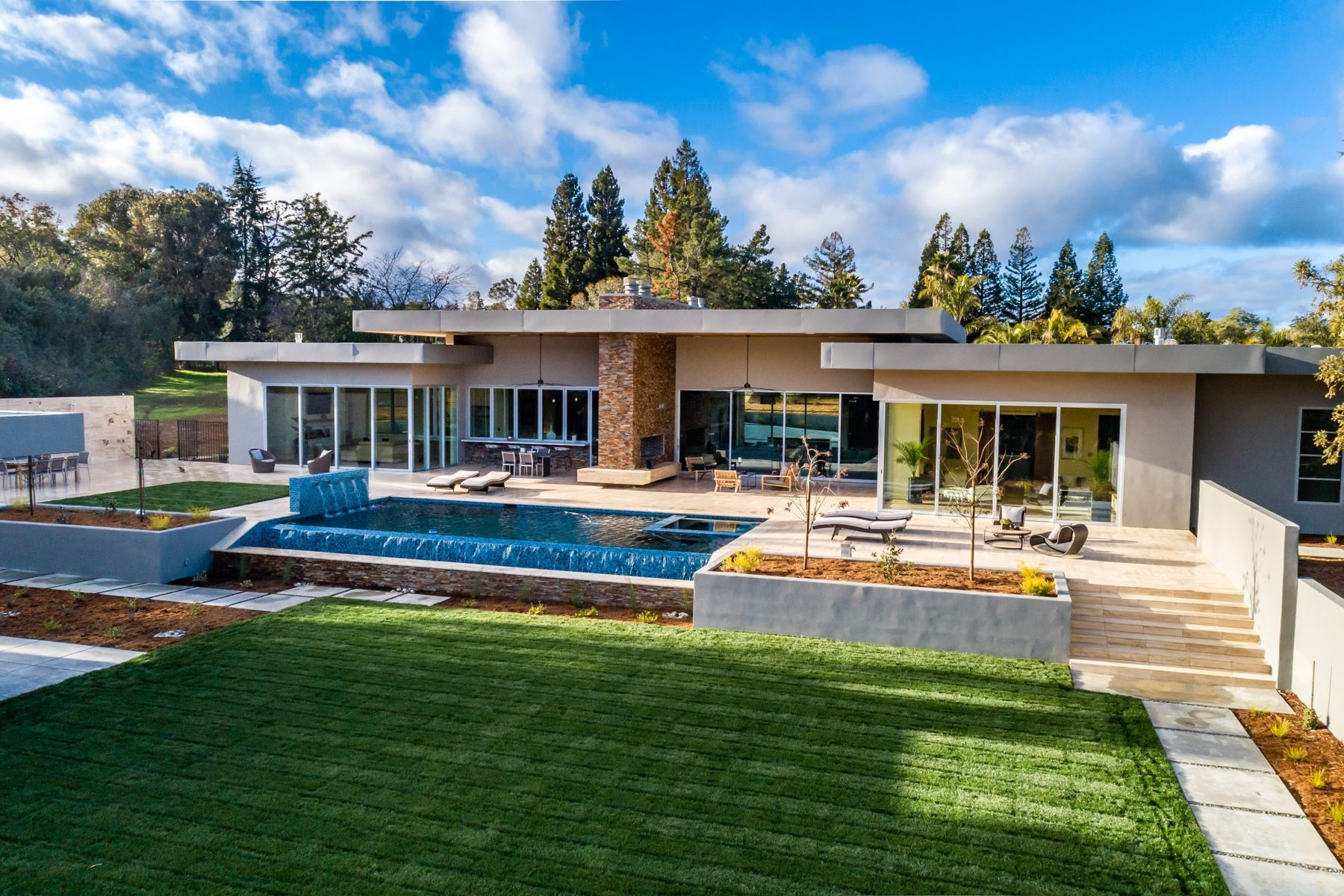 Single Family Homes 为 销售 在 Just Completed with Inspiration from Mid-Century Modern Design 26270 Purissima Road Los Altos Hills, 加利福尼亚州 94022 美国
