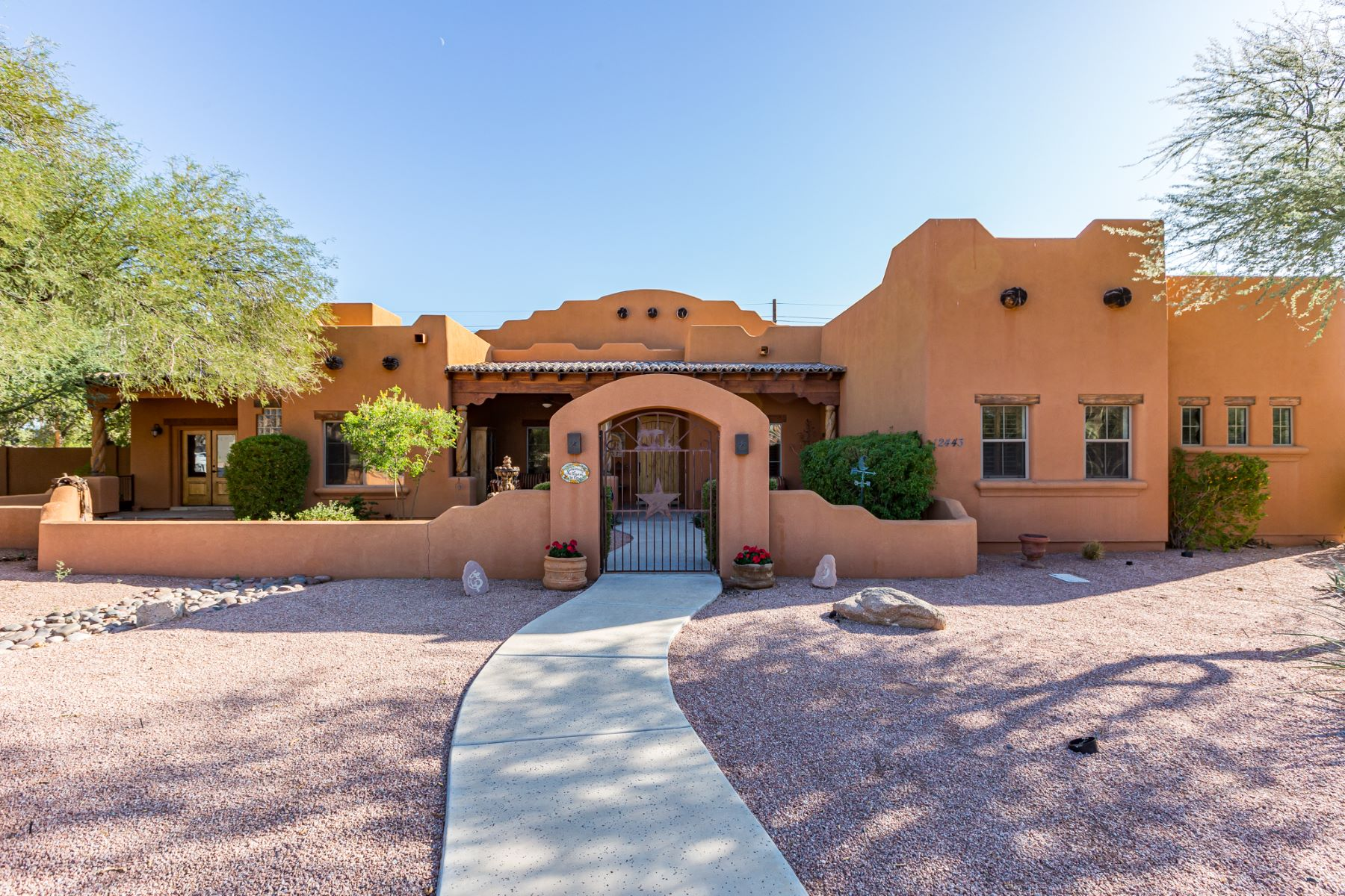 Single Family Homes for Sale at Stunning Santa Fe Home 12443 E Haymore Ct Chandler, Arizona 85249 United States