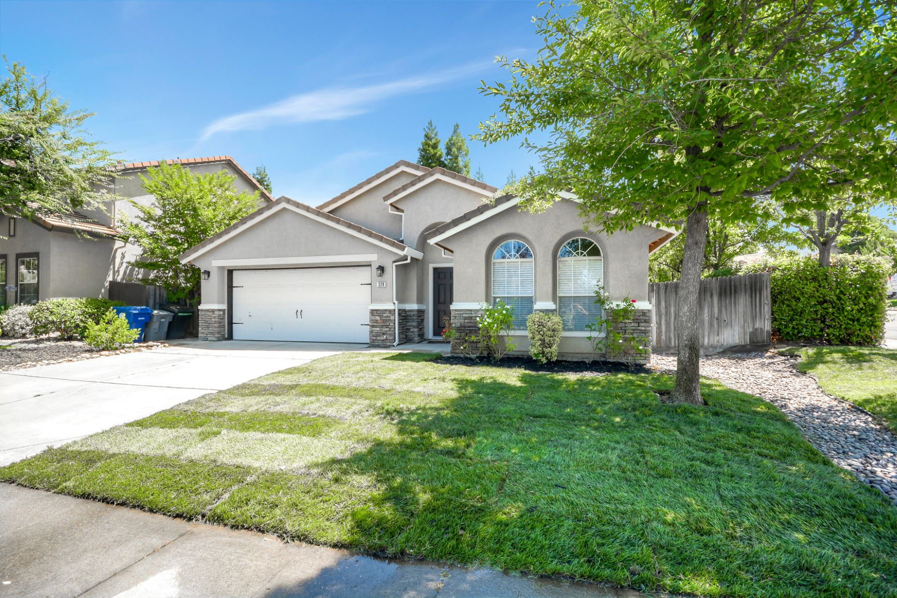 Single Family Homes for Sale at 320 Mette Ct., Folsom, CA 95630 320 Mette Ct. Folsom, California 95630 United States