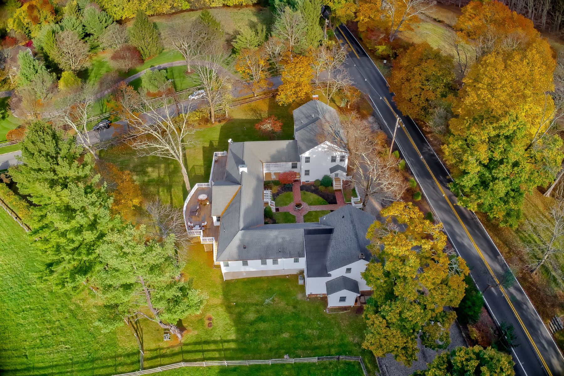 Additional photo for property listing at Updated and Expanded Converted Carriage House 77 Roxiticus Road Mendham, New Jersey 07945 United States