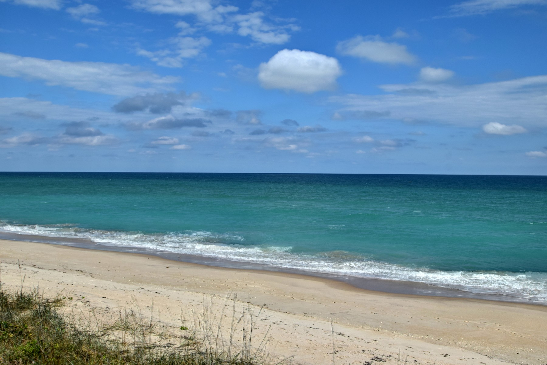 Additional photo for property listing at Beautiful Direct Oceanfront Condo with Private Balcony & Beach Access. 4100 N Highway A1A Unit 111 Hutchinson Island, Florida 34949 United States