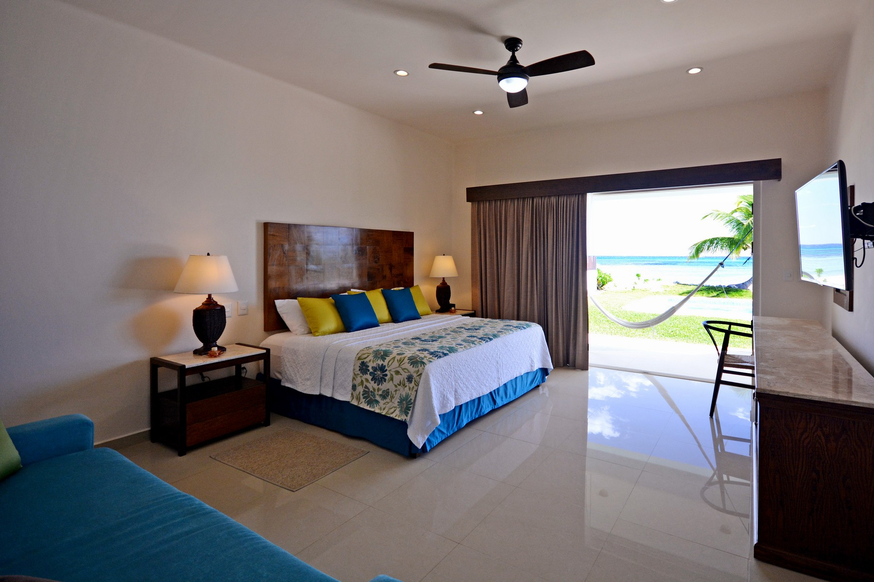 "Additional photo for property listing at MAJESTUOSA VILLA DE FRENTE DE PLAYA Akumal Lote 51 de la sección ""G"" Akumal, Quintana Roo 77737 México"