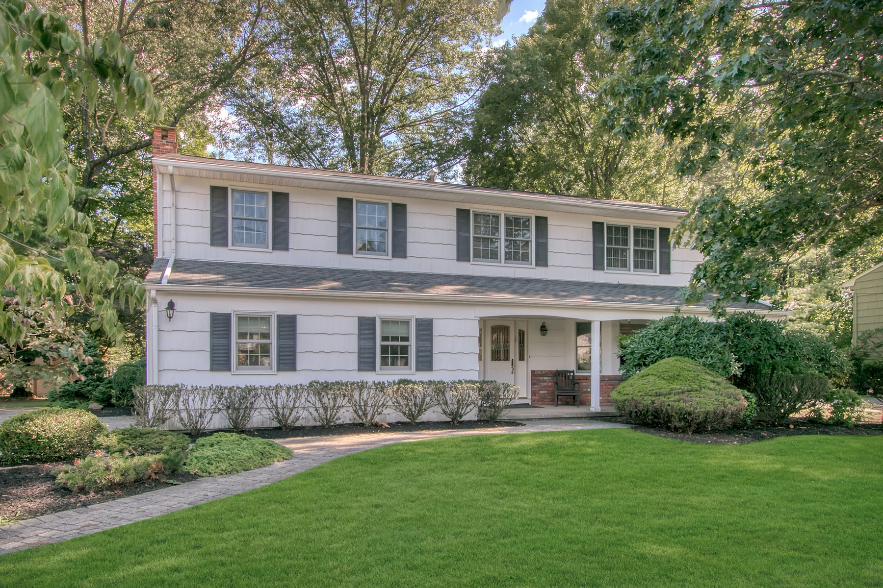 Single Family Homes 為 出售 在 Impeccable Colonial 98 Liberty Road, Tappan, 纽约 10983 美國