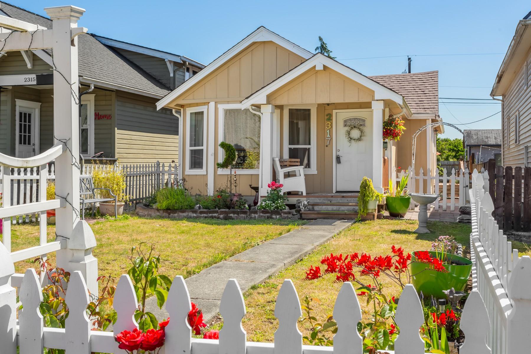 Maison unifamiliale pour l Vente à Historic Everett Home 2317 Harrison Ave Everett, Washington, 98201 États-Unis