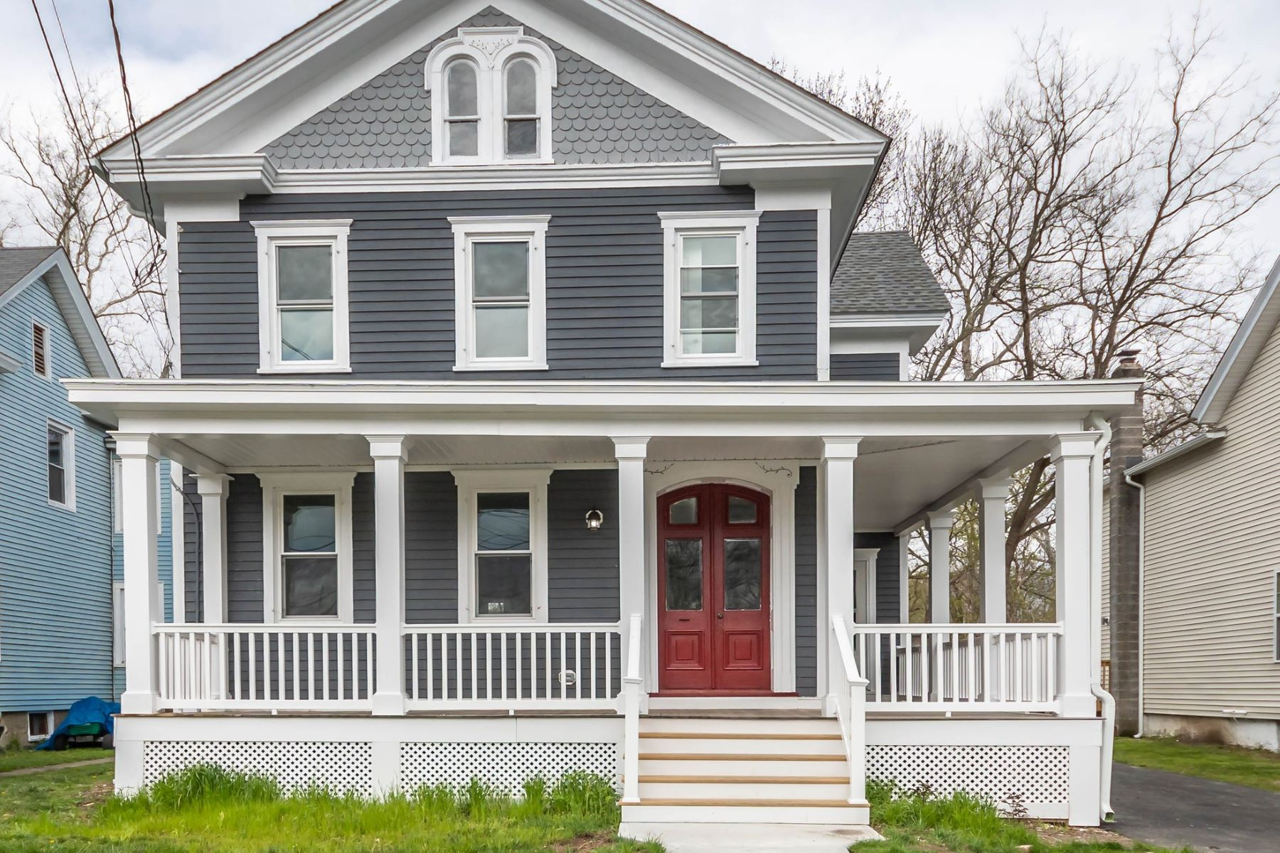 Single Family Homes のために 売買 アット Bright and Updated Colonial 511 Oxford Street, Belvidere, ニュージャージー 07823 アメリカ