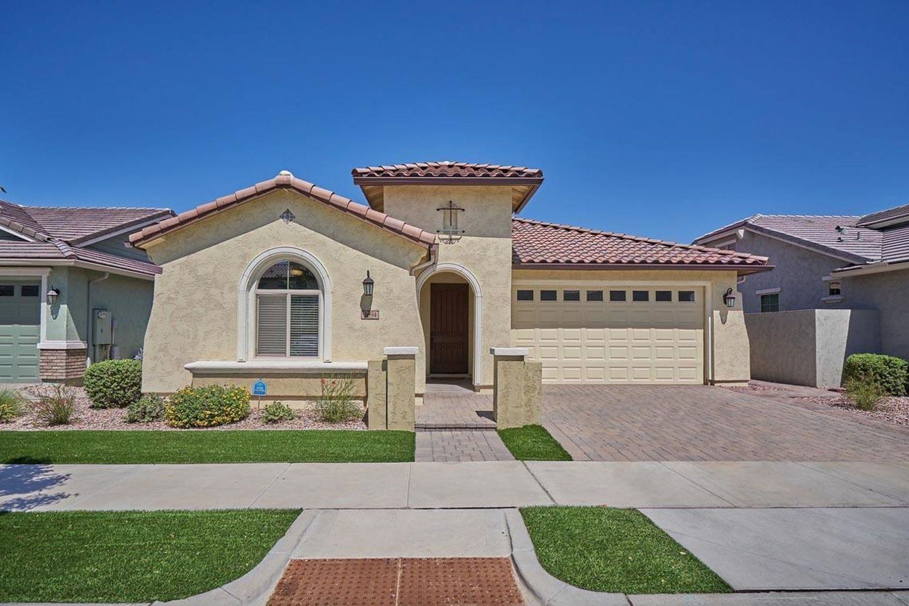 Single Family Homes for Sale at Cooley Station 3694 E PERKINSVILLE ST Gilbert, Arizona 85295 United States