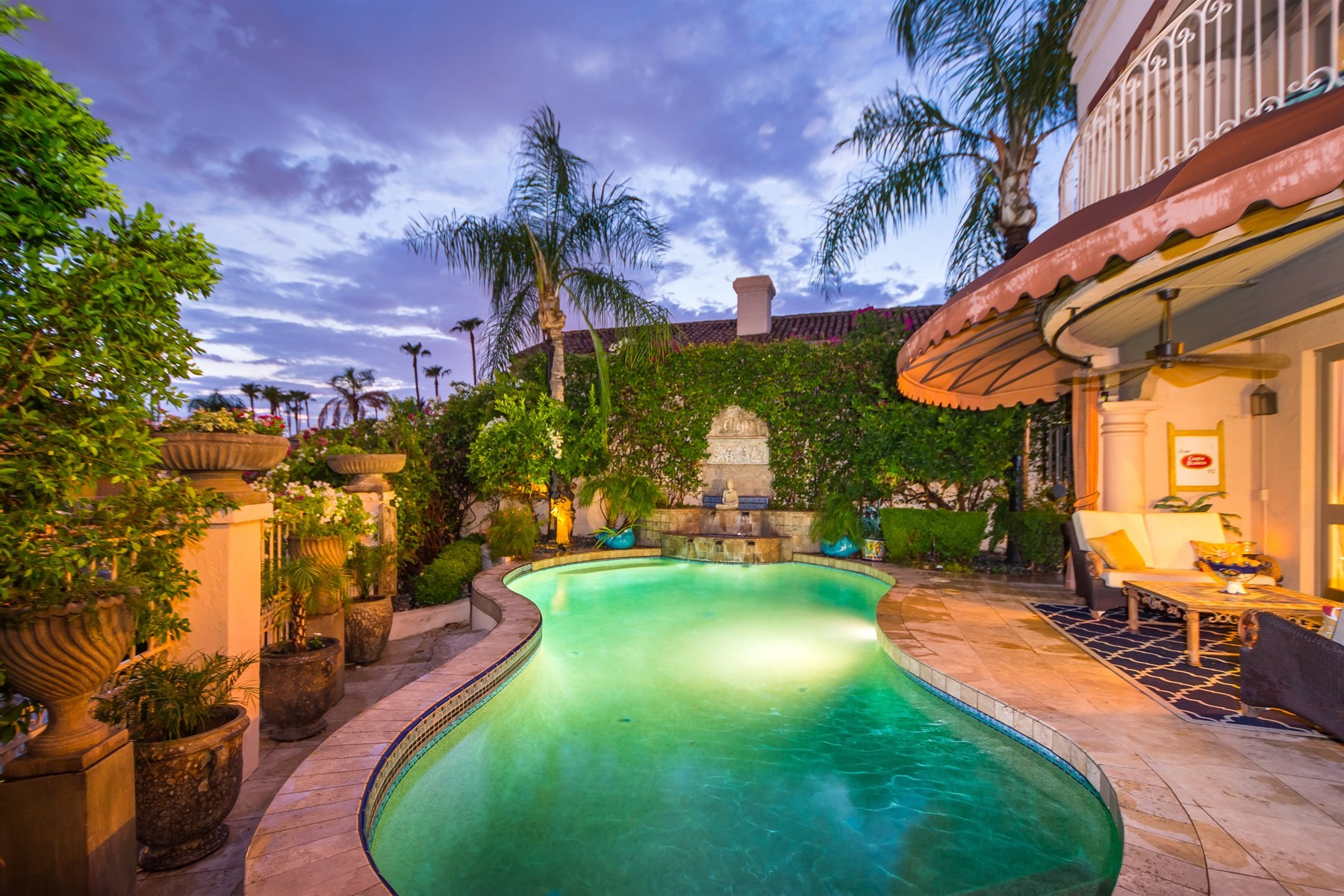 Nhà phố vì Bán tại Stunning home on the lake in Las Brisas gated community 10109 E Topaz Dr Scottsdale, Arizona, 85258 Hoa Kỳ