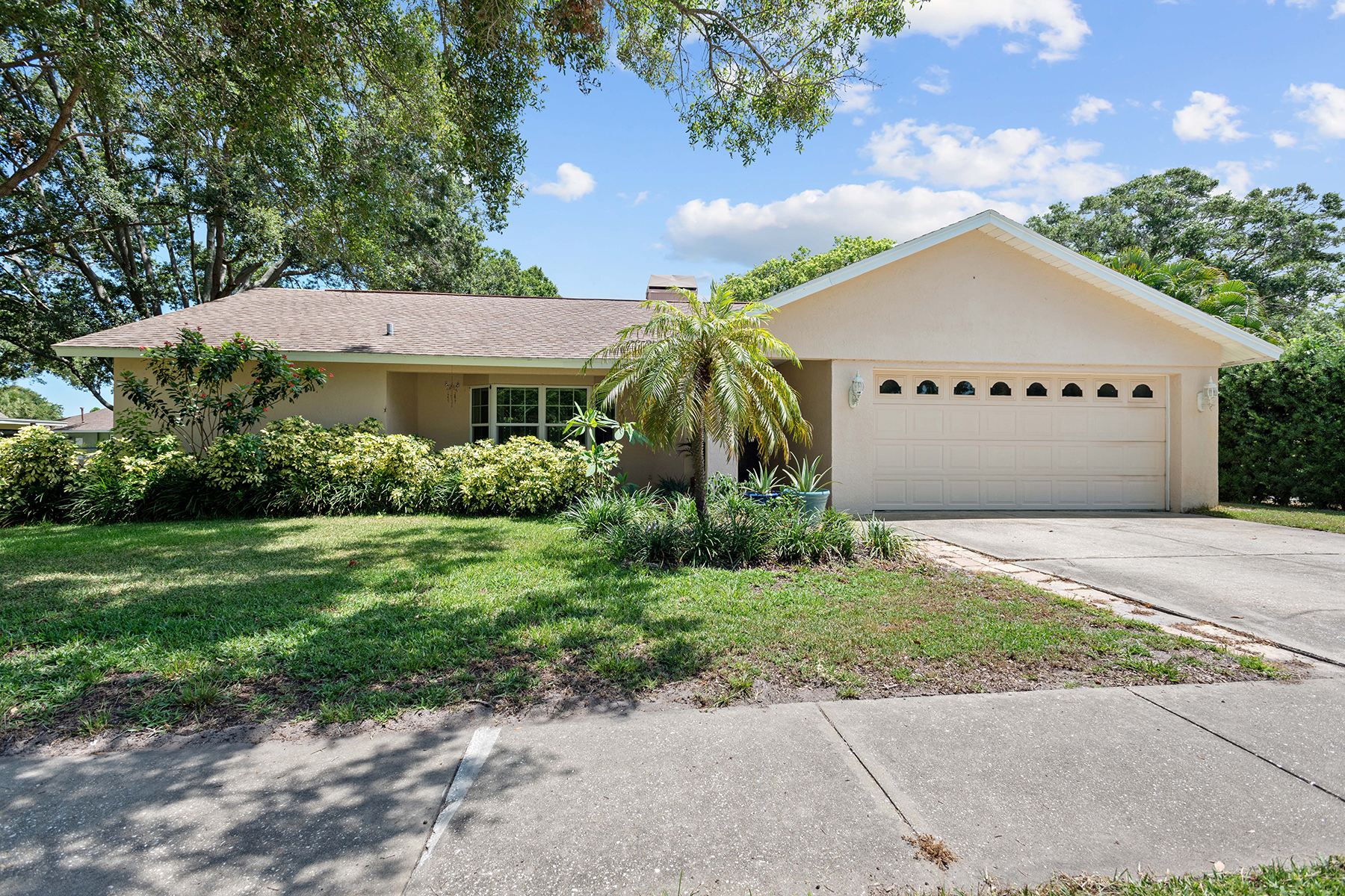 Single Family Homes for Active at 9743 106th Ave Largo, Florida 33773 United States