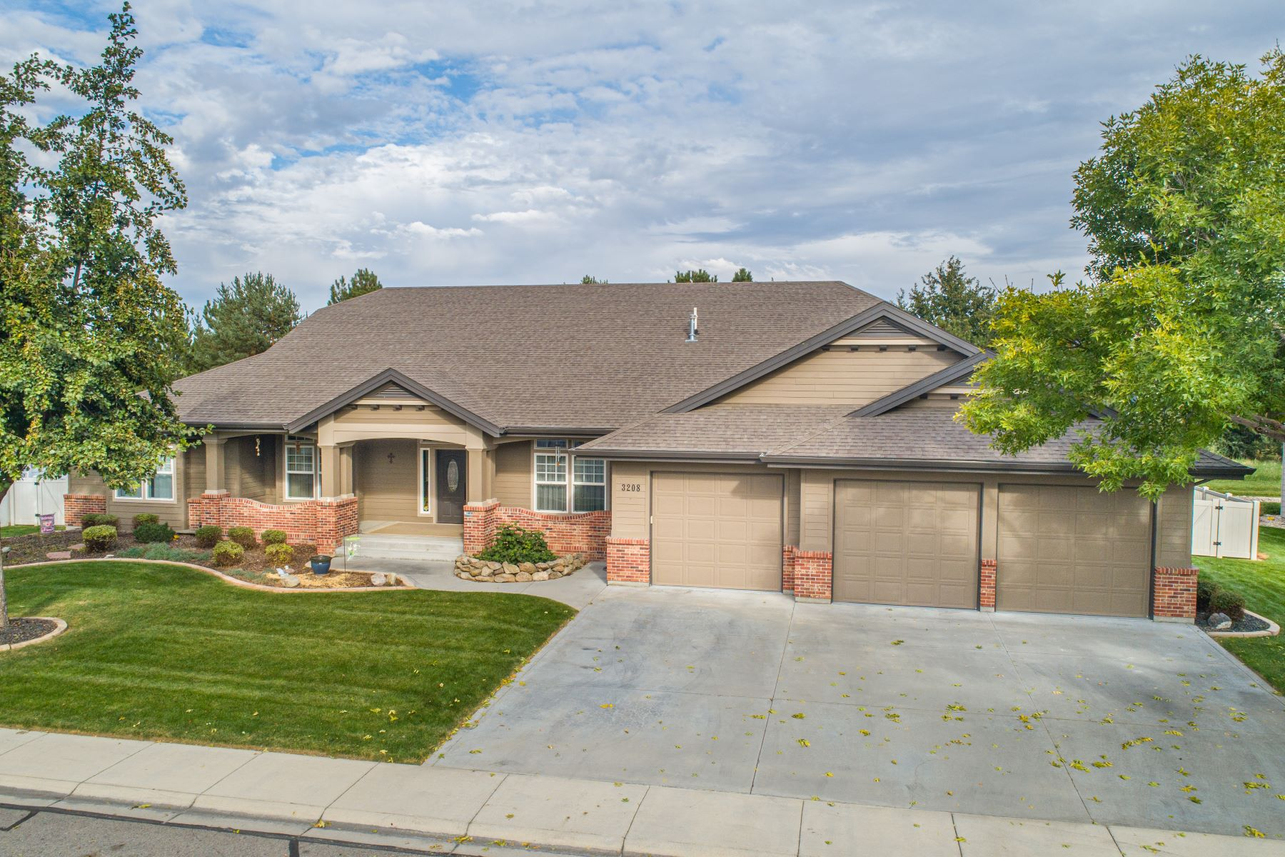 Single Family Homes for Sale at 3208 Montego Way, Nampa 3208 S Montego Way Nampa, Idaho 83686 United States