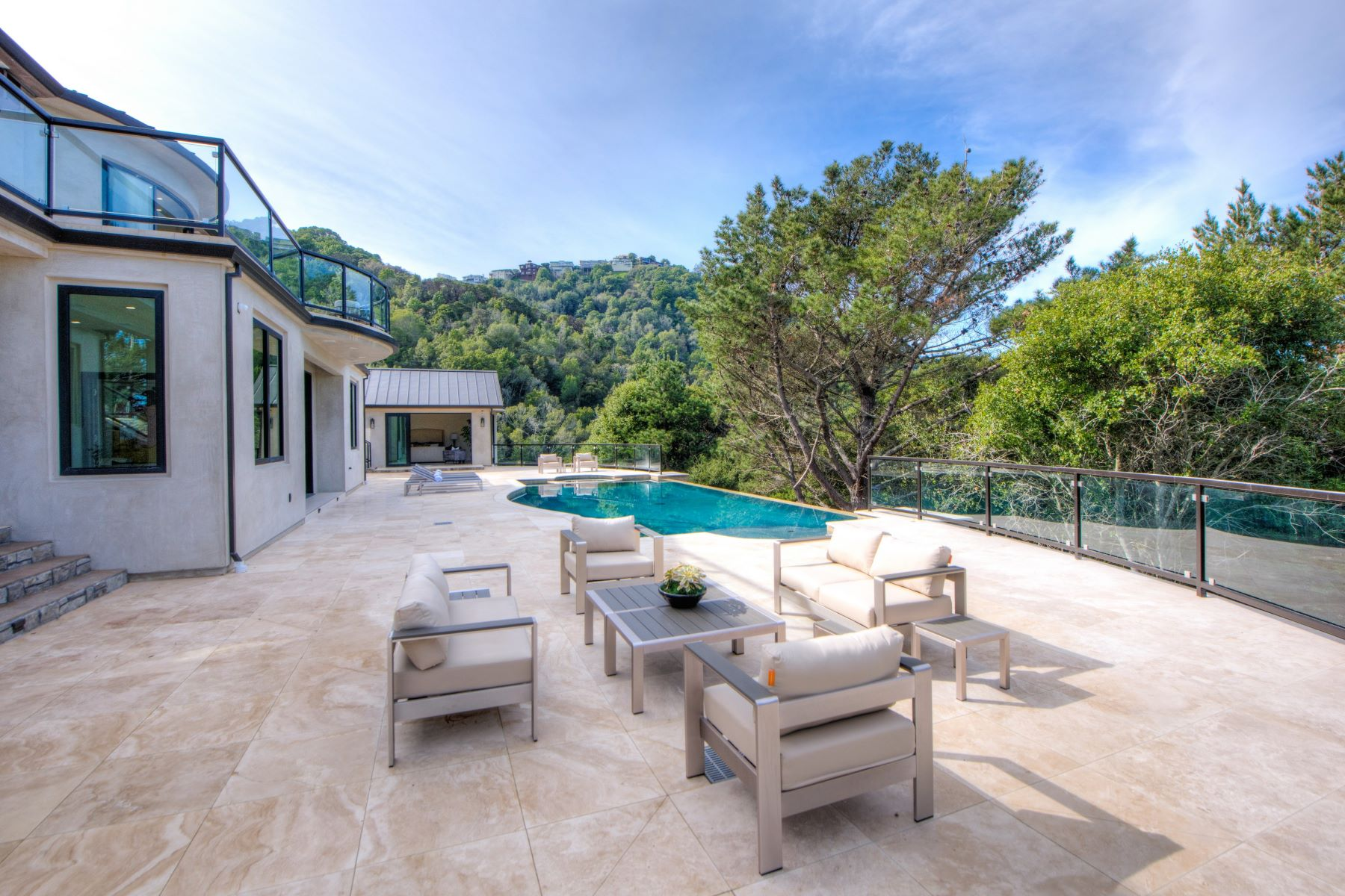 Additional photo for property listing at Modern Hillside Estate 28 Teaberry Ln Tiburon, California 94920 United States