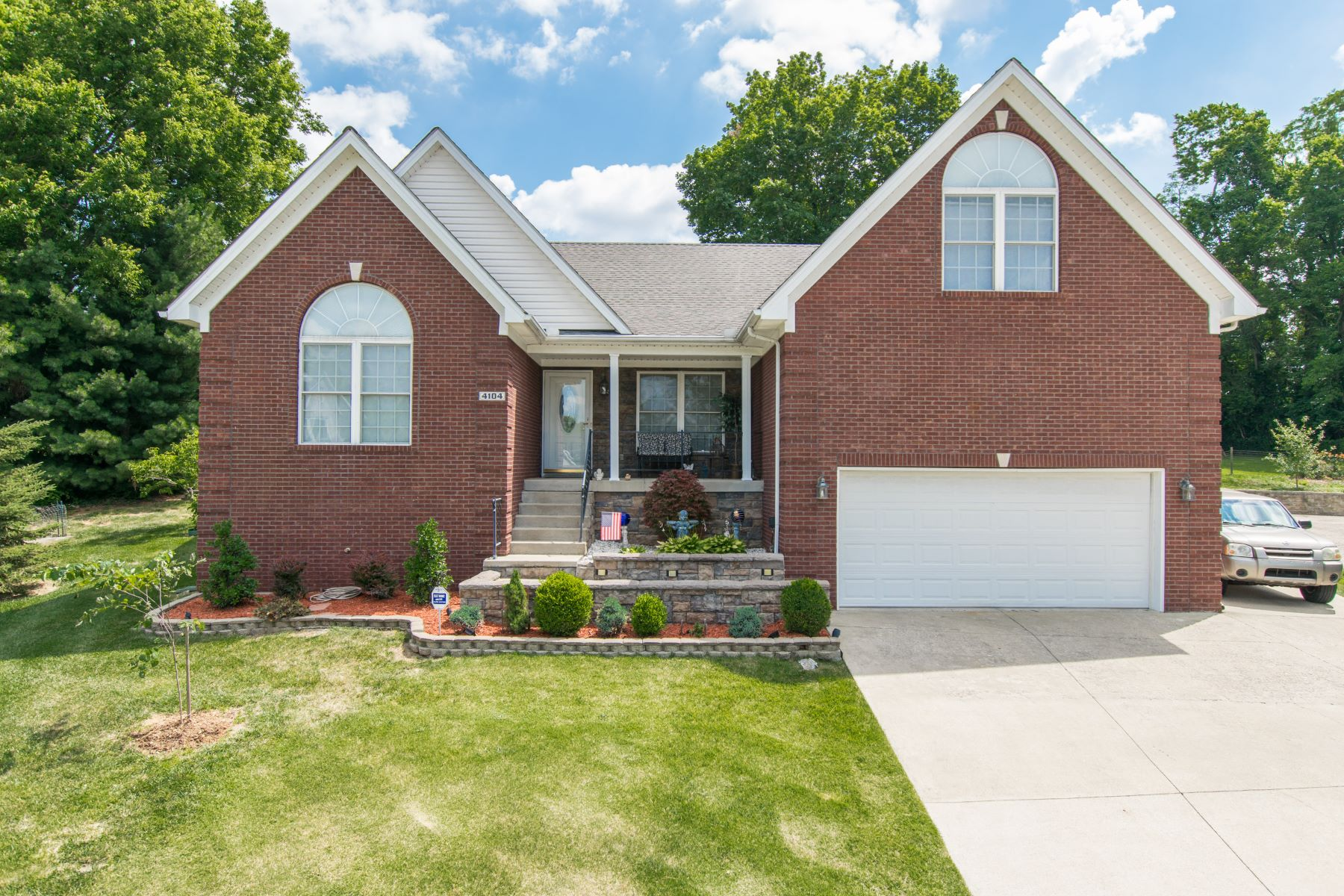 Single Family Home for Sale at 4104 Hunsinger Woods Place Louisville, Kentucky 40220 United States
