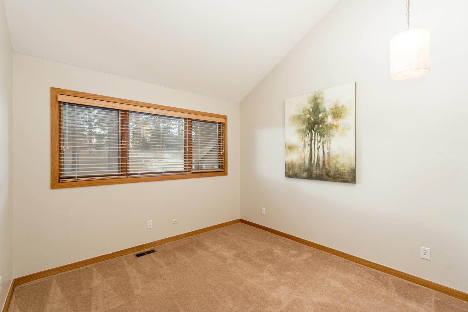 Additional photo for property listing at Appealing  Home  with Easy Access on Park-like Lot with Sparkling City Views 23486 Currant Drive Golden, Colorado 80401 United States