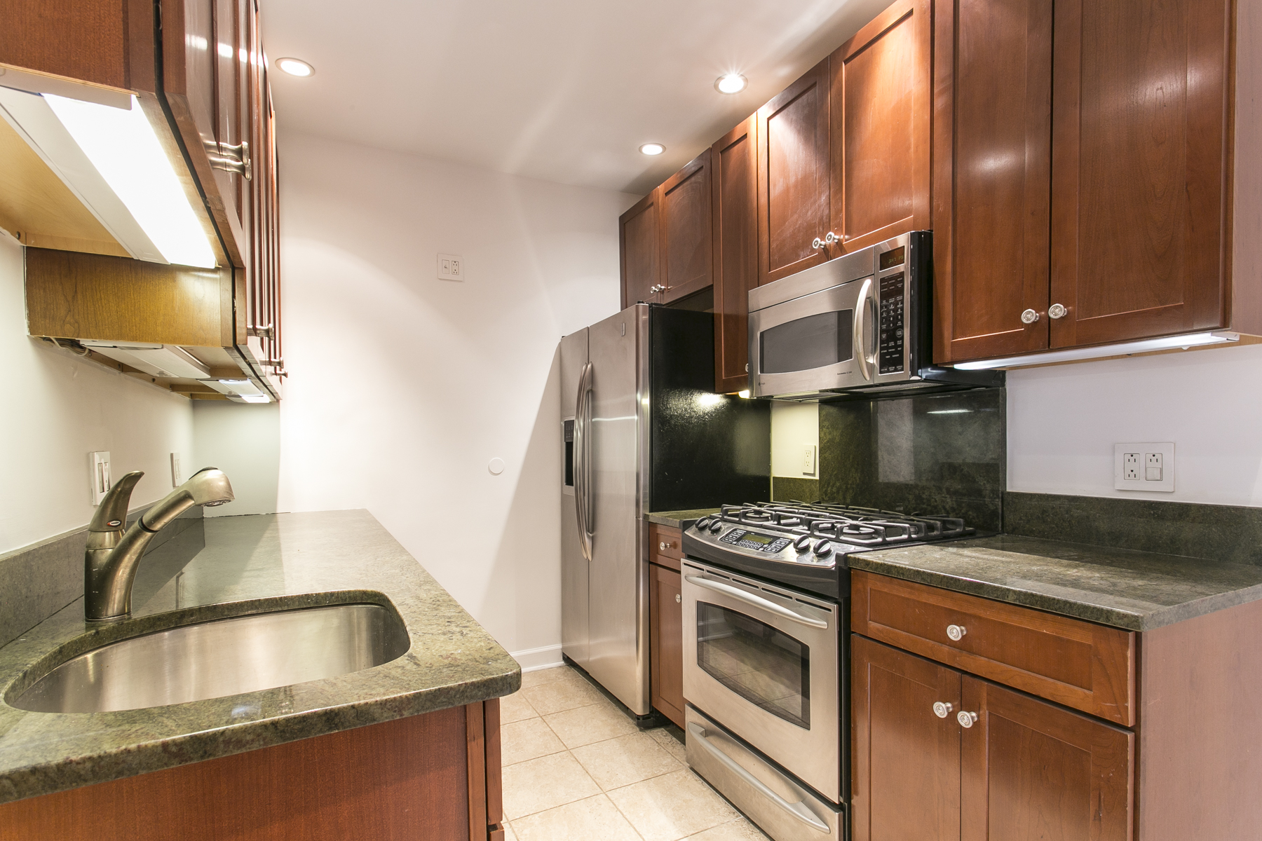 "Additional photo for property listing at ""PERFECTLY LOCATED & FULLY RENOVATED"" 110-34 73rd Road, Apt. 2G, Forest Hills, Nueva York 11375 Estados Unidos"