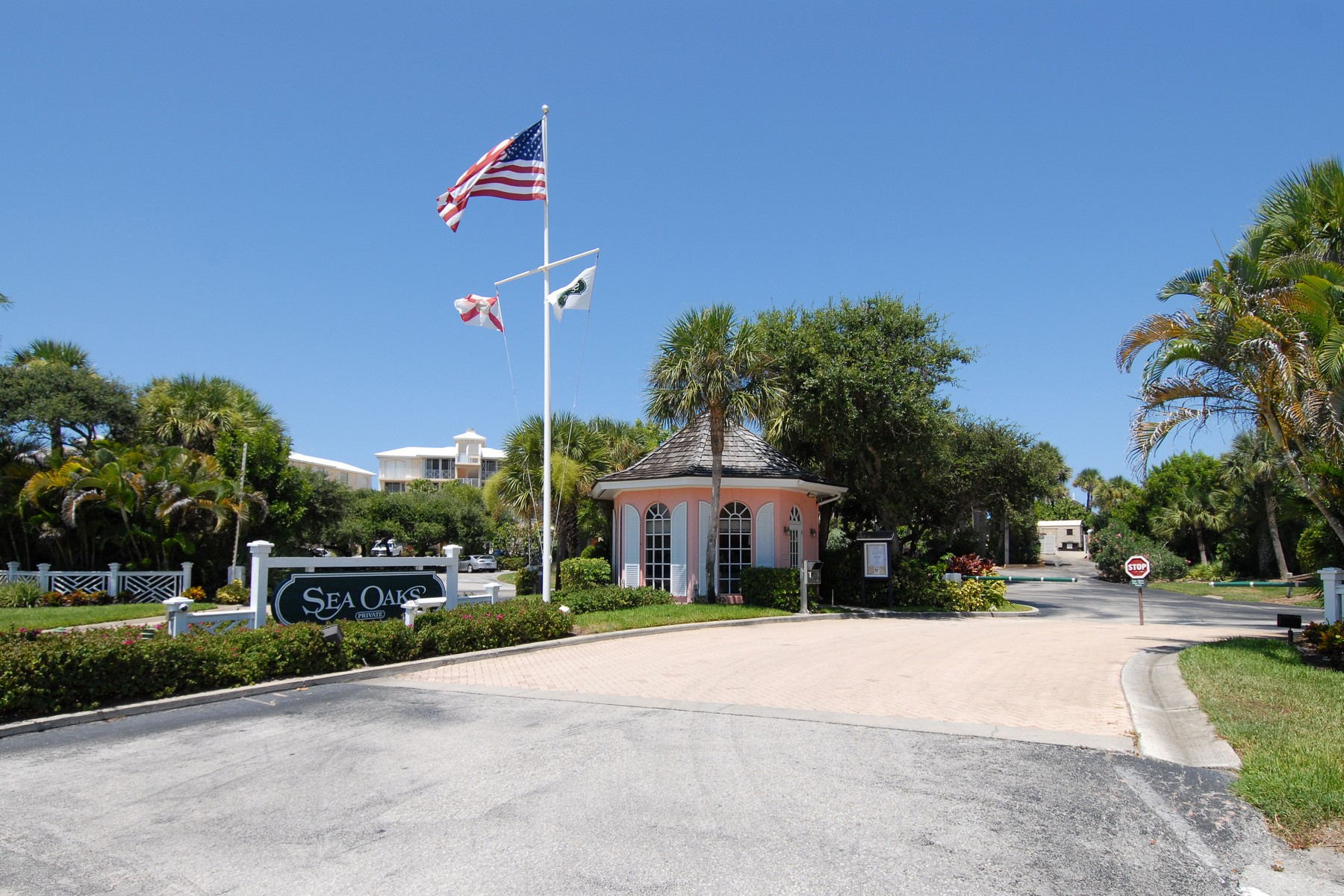 Additional photo for property listing at Stunning Oceanfront Four Bedroom Top Floor Condo 8890 Sea Oaks Way #105 Vero Beach, Florida 32963 United States