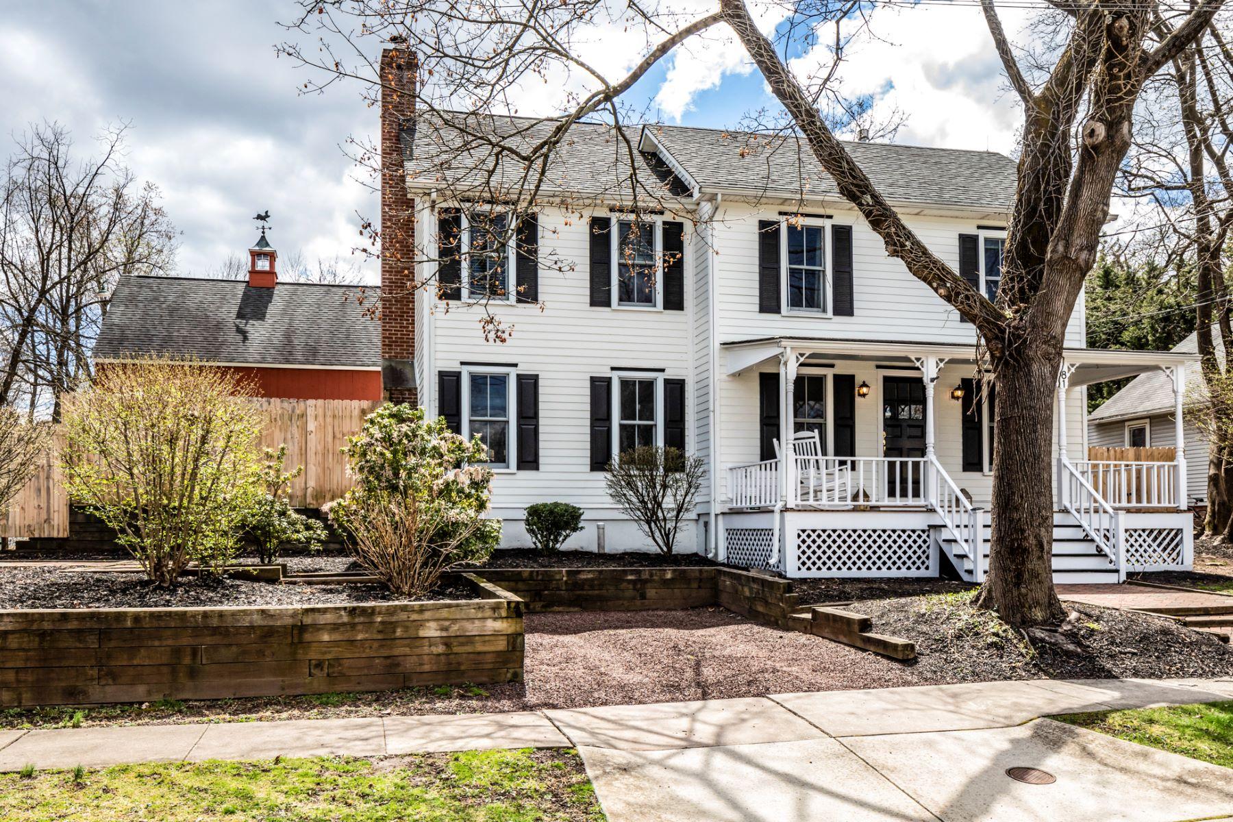 Maison unifamiliale pour l Vente à A Rare Find In The Borough! 81 Columbia Avenue, Hopewell, New Jersey 08525 États-UnisDans/Autour: Hopewell Borough