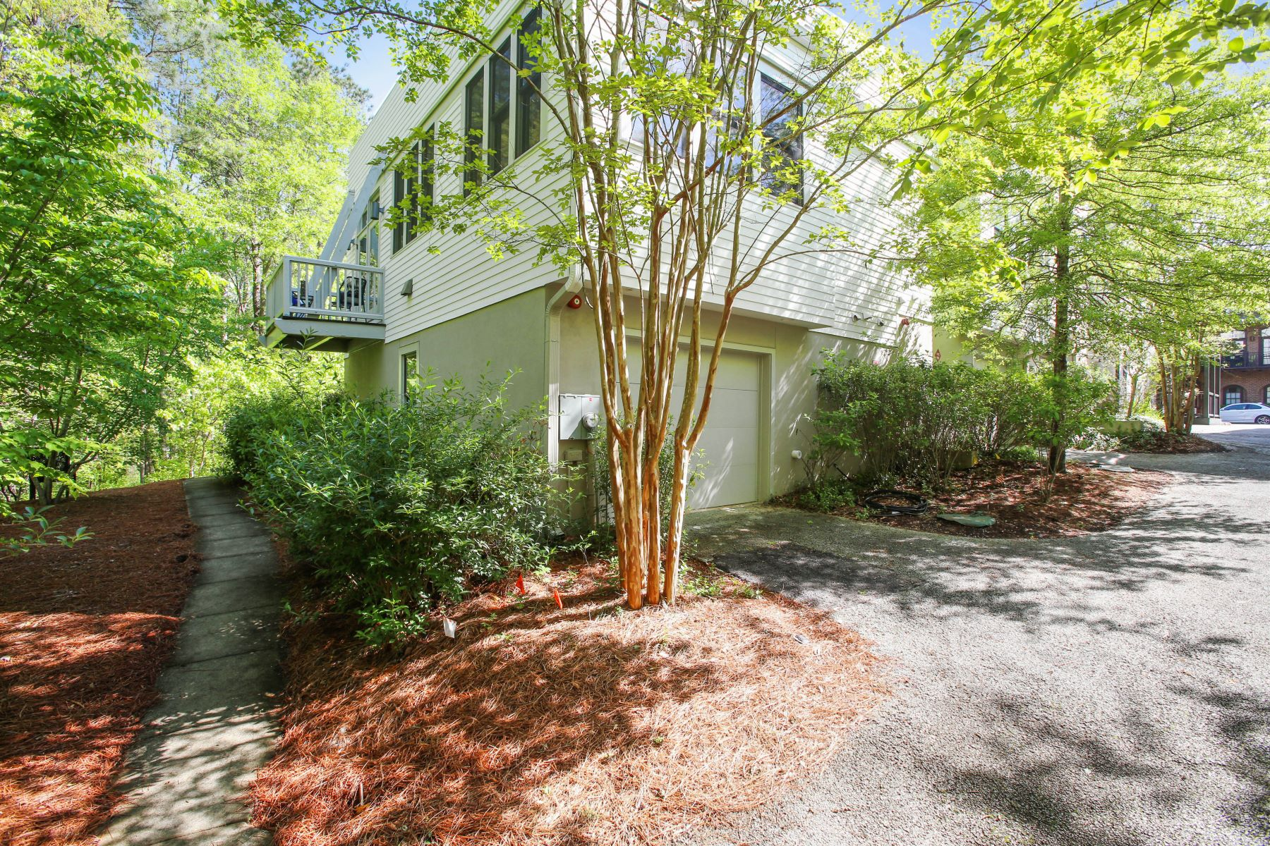 Additional photo for property listing at End Unit in Townhouse Complex in The Heart of Serenbe! 9123 Selborne Lane Chattahoochee Hills, Georgia 30263 United States