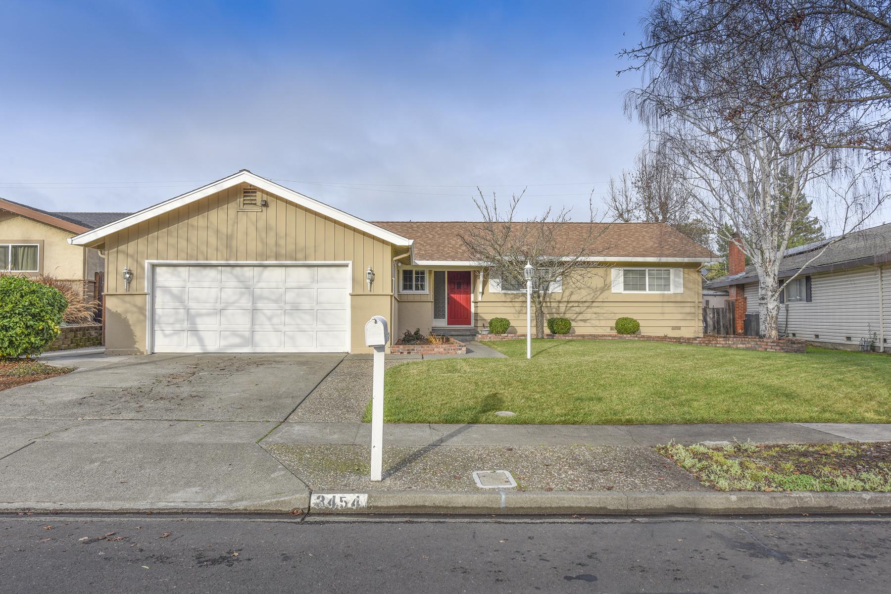 Einfamilienhaus für Verkauf beim A Beautifully Updated Four Bedroom Home 3454 Meadowbrook Drive, Napa, Kalifornien, 94558 Vereinigte Staaten