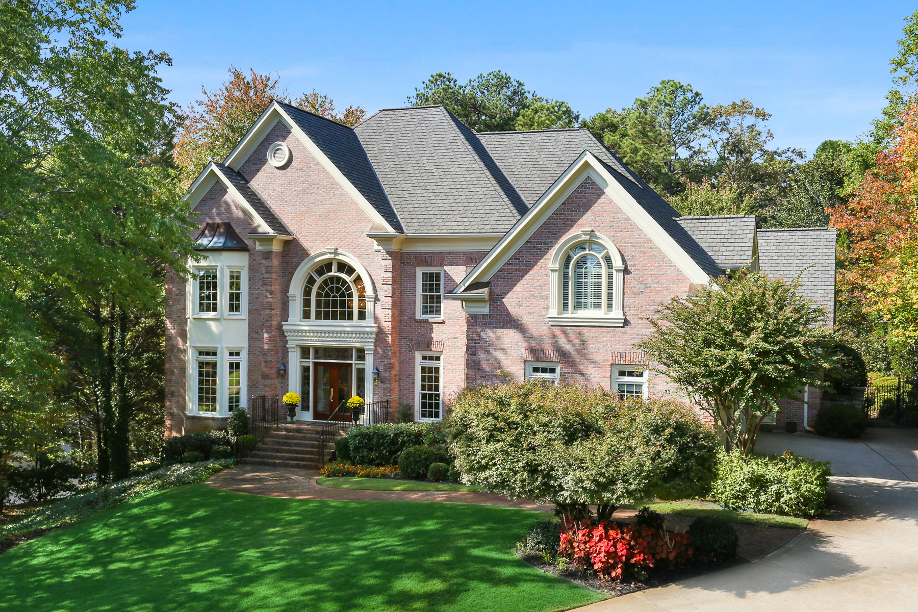 Moradia para Venda às Exceptional Custom Built Country Club of the South Brick Estate Home 3977 Merriweather Woods Alpharetta, Geórgia 30022 Estados Unidos