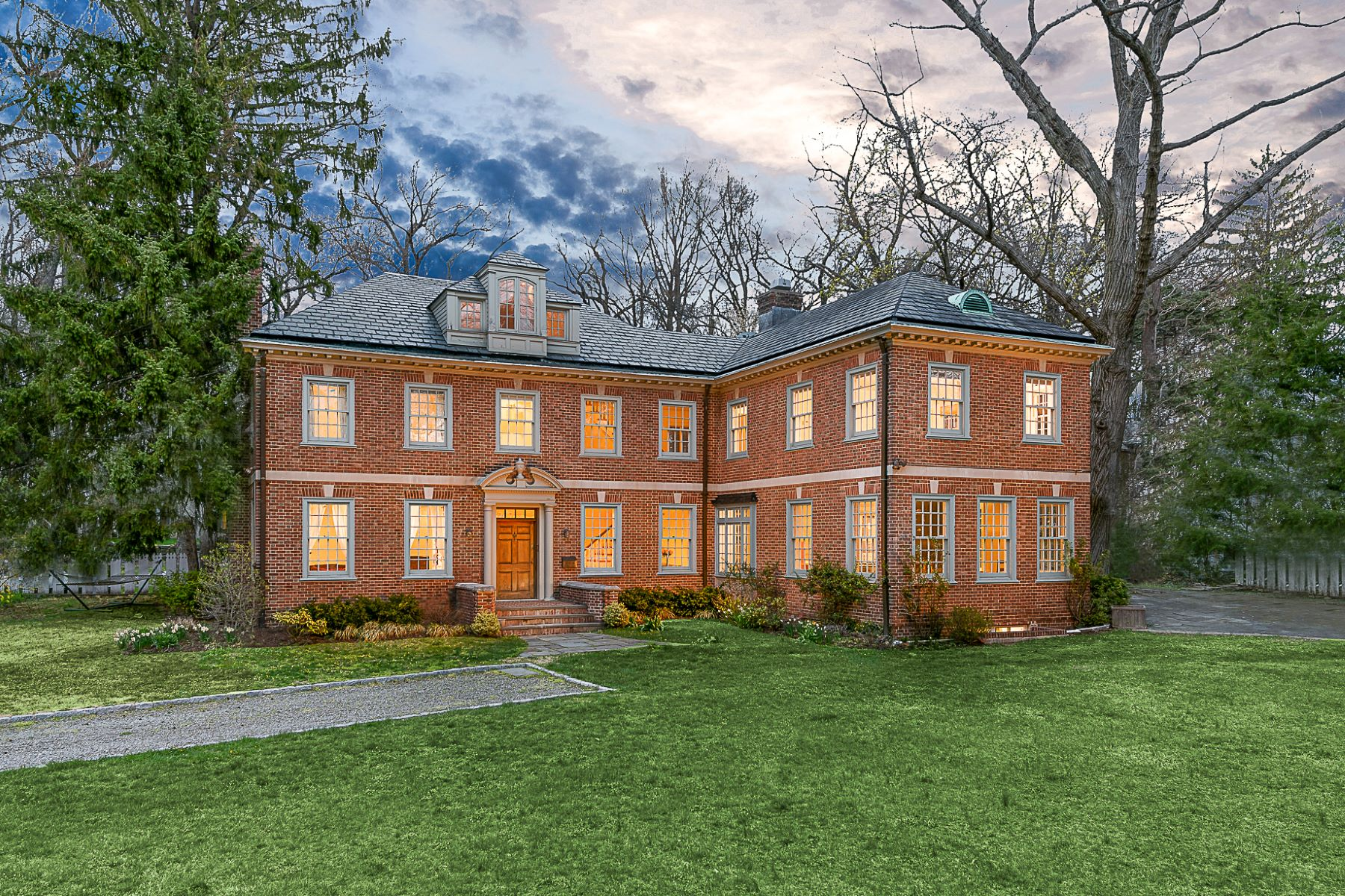 واحد منزل الأسرة للـ Sale في Magnificent Georgian in Fieldston 4524 Greystone Avenue Riverdale, New York, 10471 United States