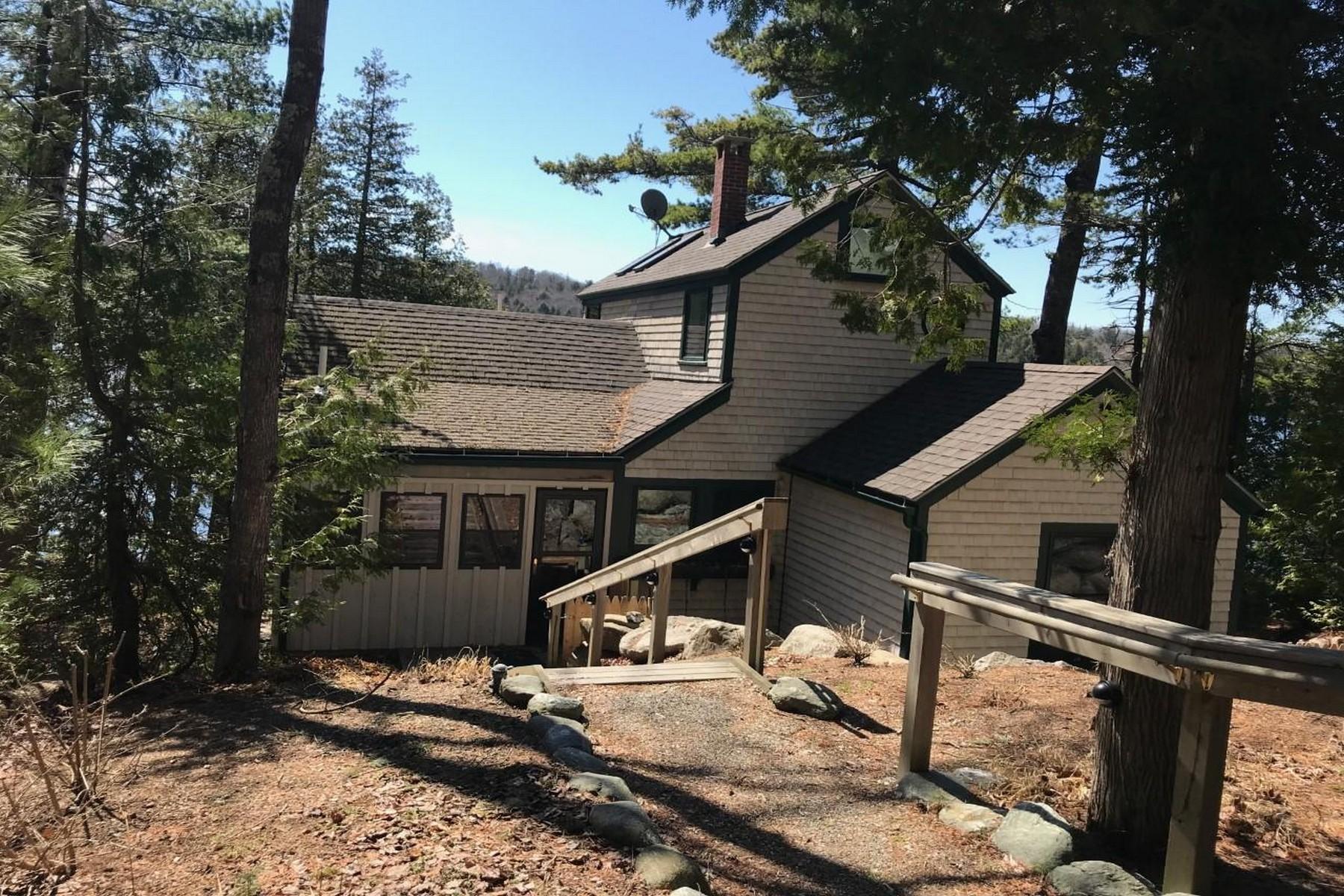 Single Family Homes por un Venta en Eagle Lake Cottage 1347 Main Street Mount Desert, Maine 04660 Estados Unidos