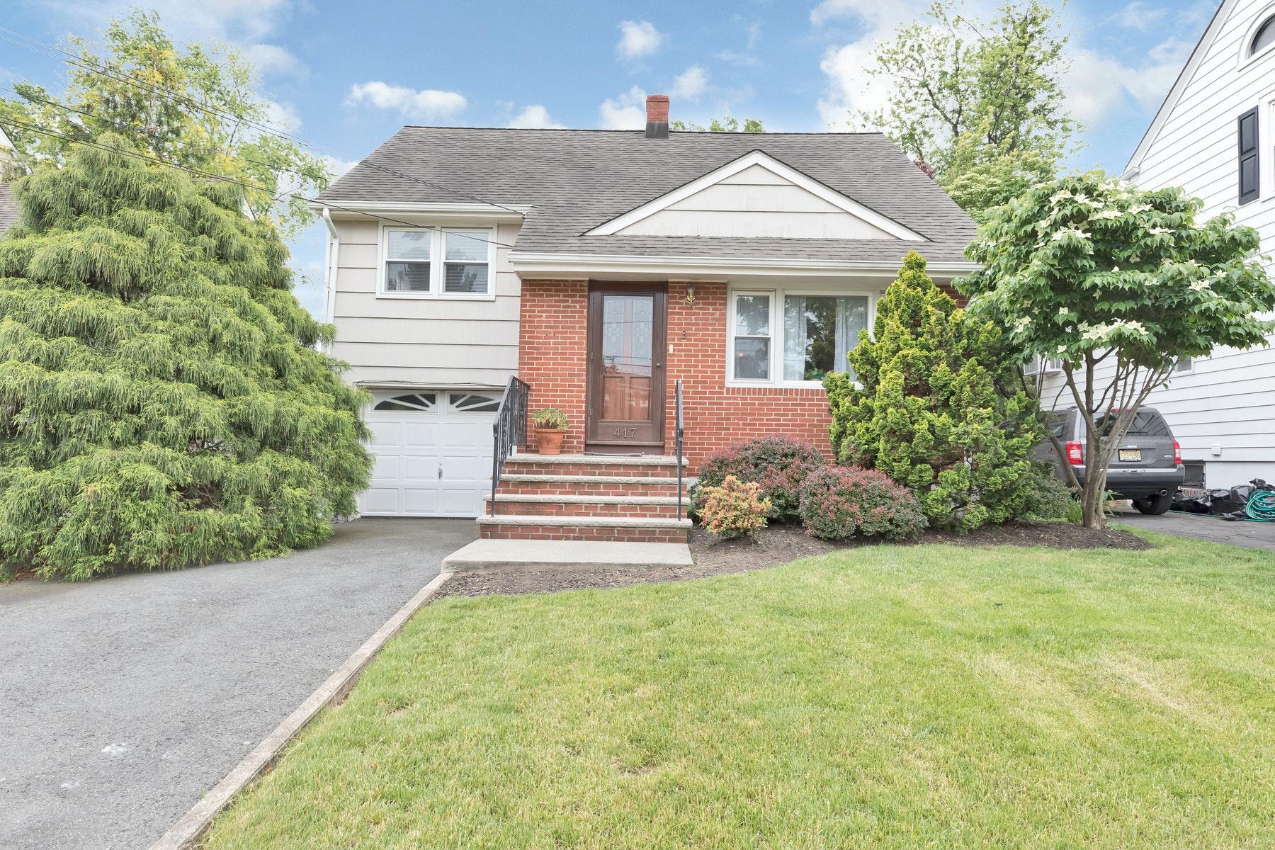 Single Family Homes por un Venta en A Commuter's Dream! 417 Beech Ave, Garwood, Nueva Jersey 07027 Estados Unidos