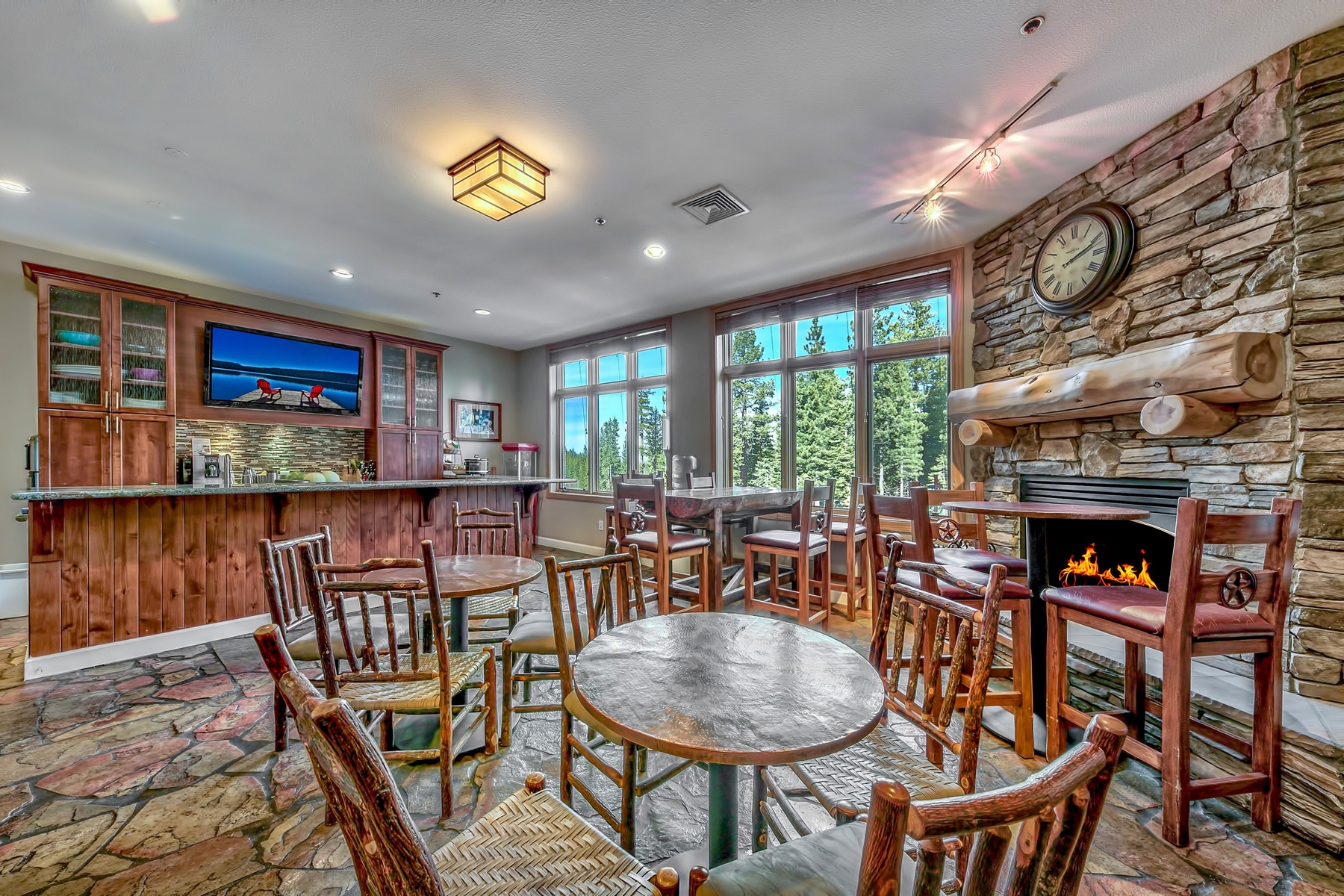 Additional photo for property listing at 2100 N Village Drive 302/#6, Truckee, CA 2100 N Village Drive 302/#6 Truckee, California 96161 United States