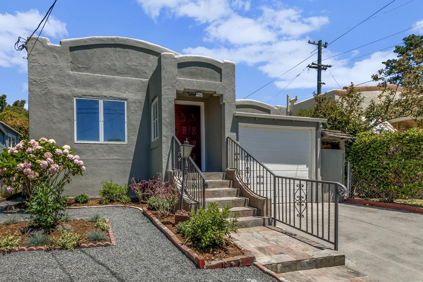 Maison unifamiliale pour l Vente à Beautiful And Spacious Bungalow 1075 Stannage Avenue Albany, Californie 94706 États-Unis