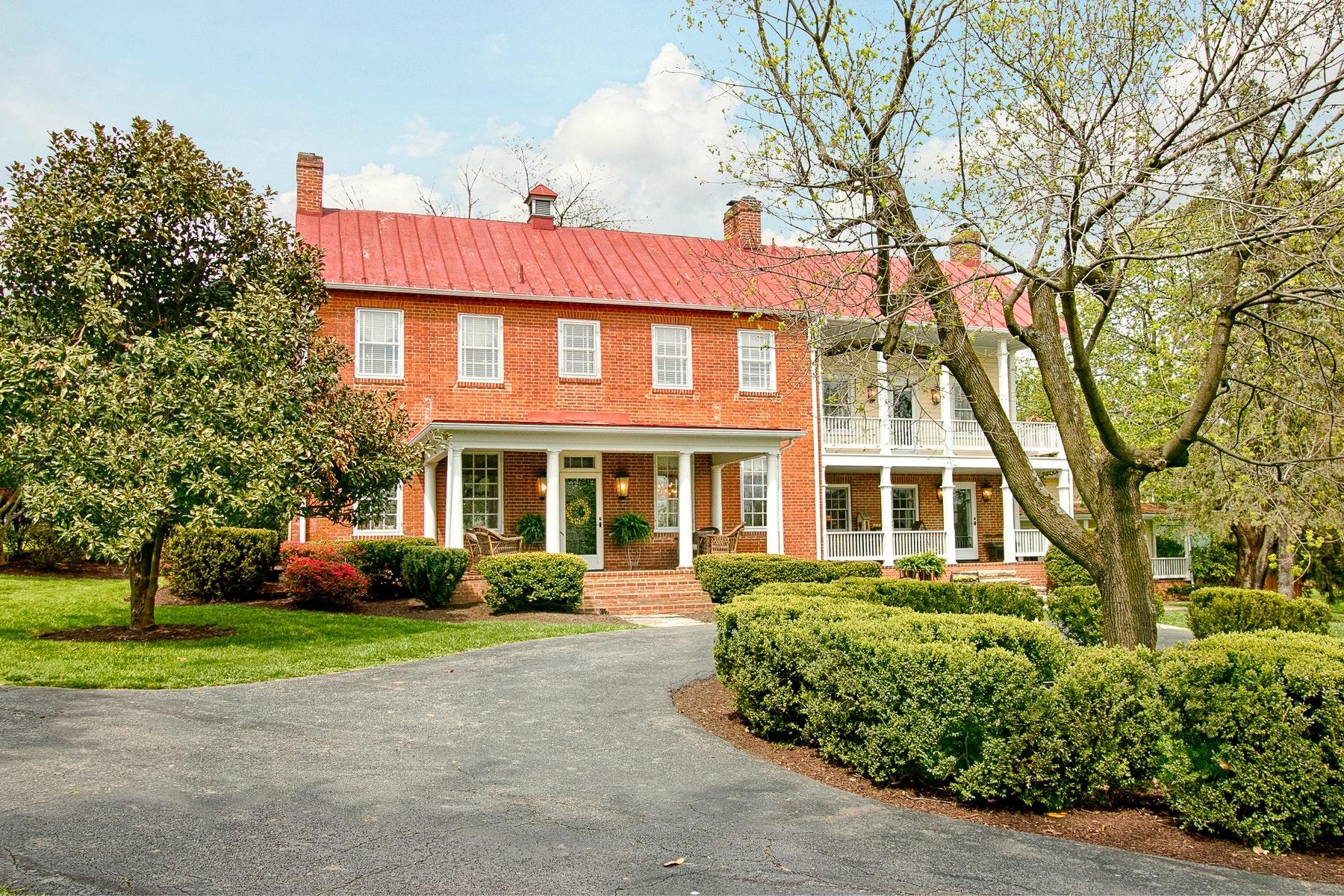Maison unifamiliale pour l Vente à Wheatland Spring 38454 John Wolford Road Waterford, Virginia 20197 États-Unis