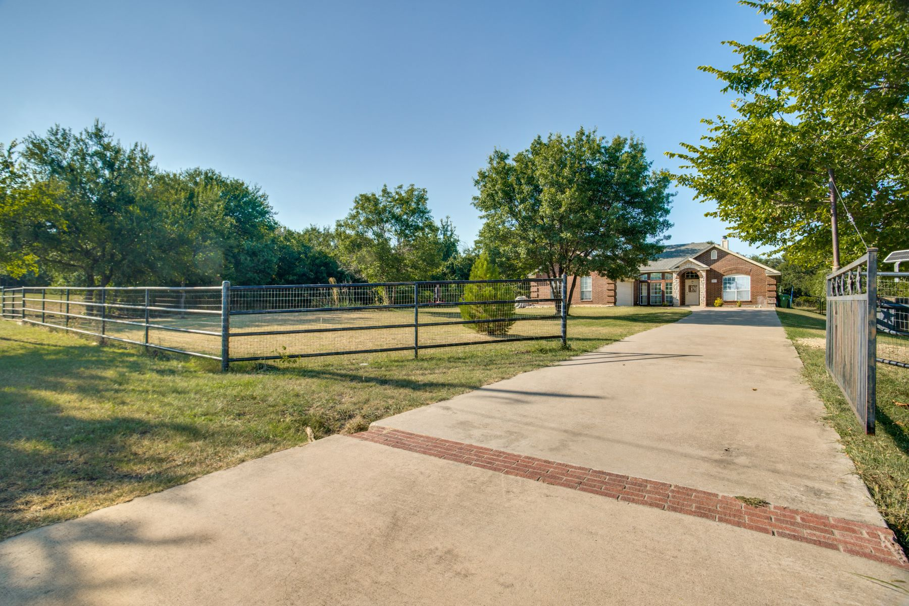 Single Family Homes for Active at Your own private oasis heavily wooded, feels rural but has all the conveniences 320 Pitchfork Trail Willow Park, Texas 76087 United States