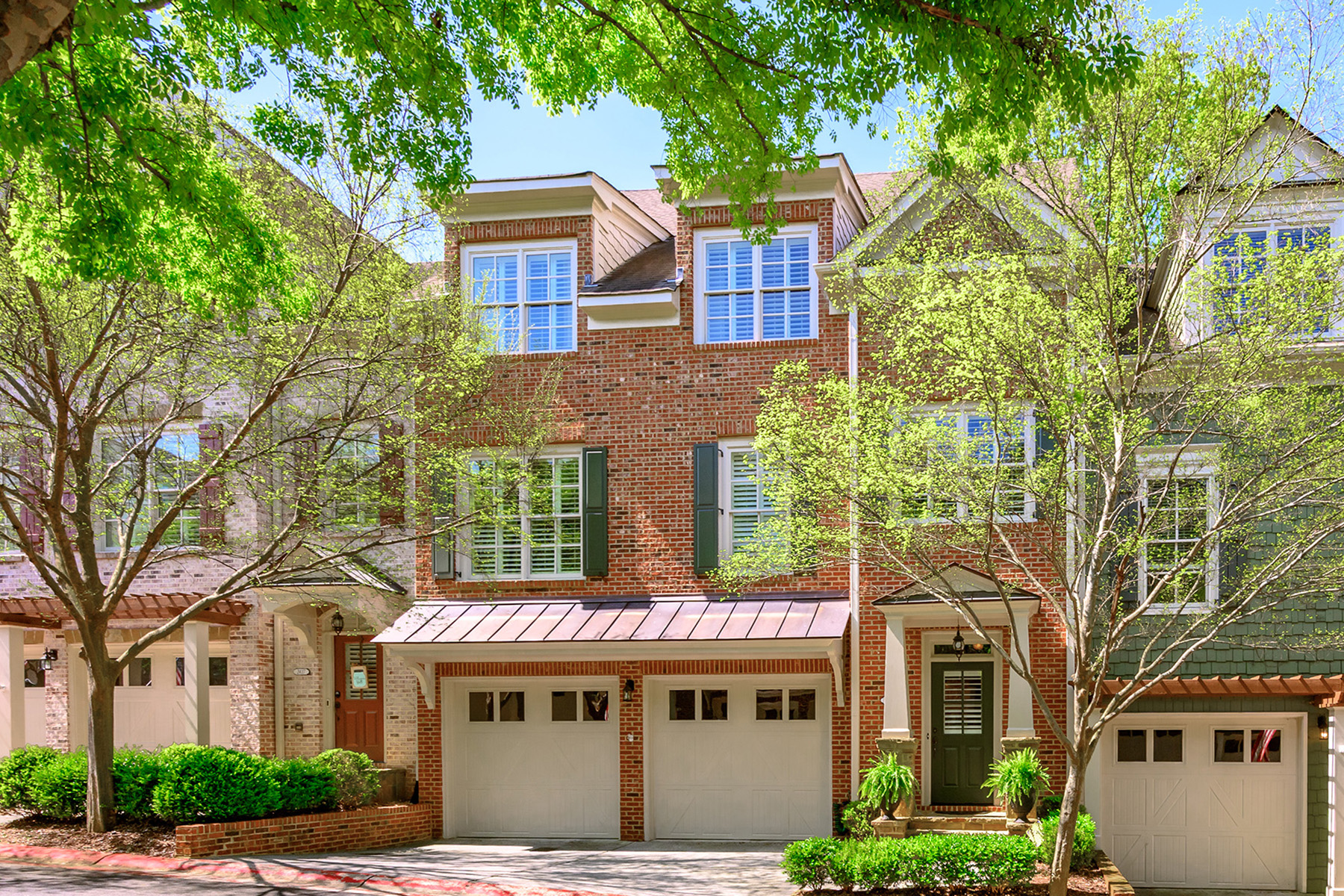 townhouses for Sale at Exceptional Townhome in the Overlook at Marietta Country Club 2419 Saint Davids Square NW No 15 Kennesaw, Georgia 30152 United States