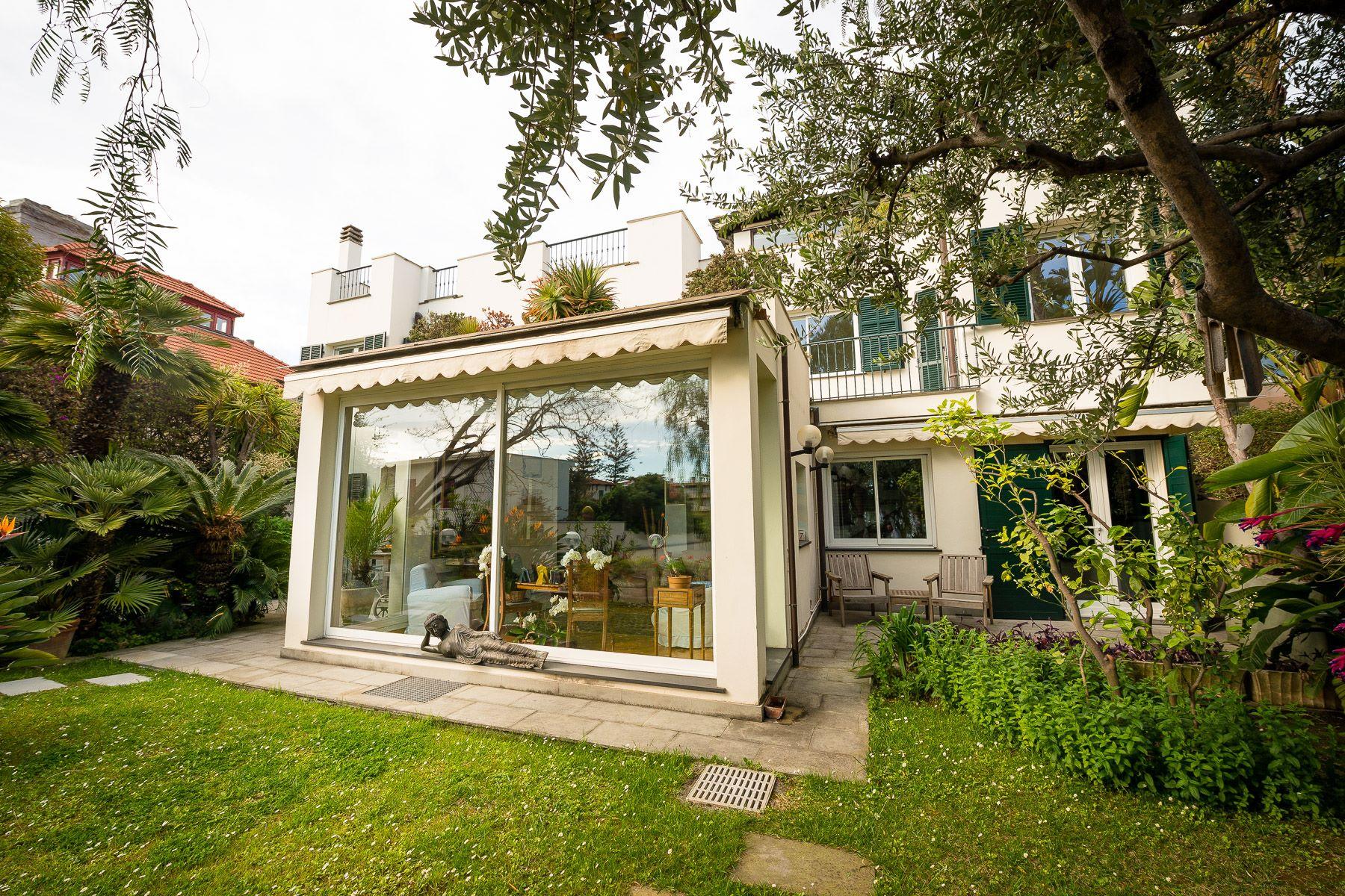 Einfamilienhaus für Verkauf beim Beautiful modern villa in the western Riviera Via Romana Bordighera, Imperia 18012 Italien