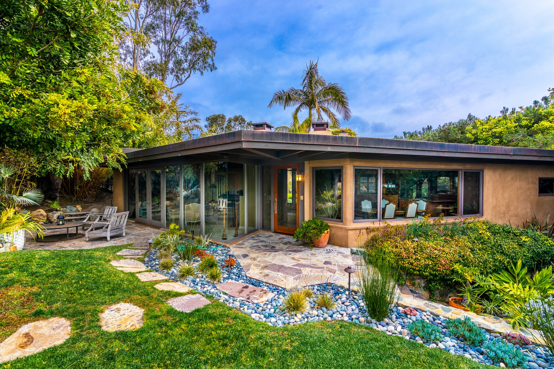Single Family Home for Active at 945 Crest Road Del Mar, California 92014 United States