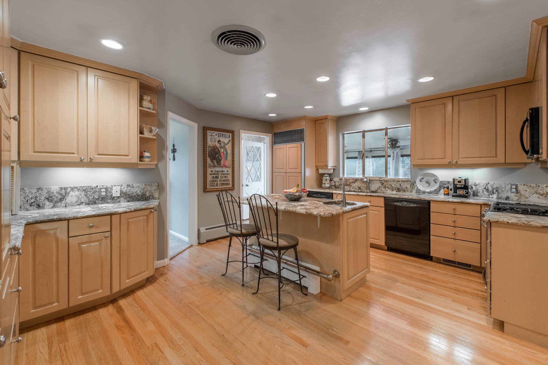 Single Family Home for Active at This fabulous classic ranch is located only a few blocks from Crestmoor Park 401 Monaco Pkwy Denver, Colorado 80220 United States