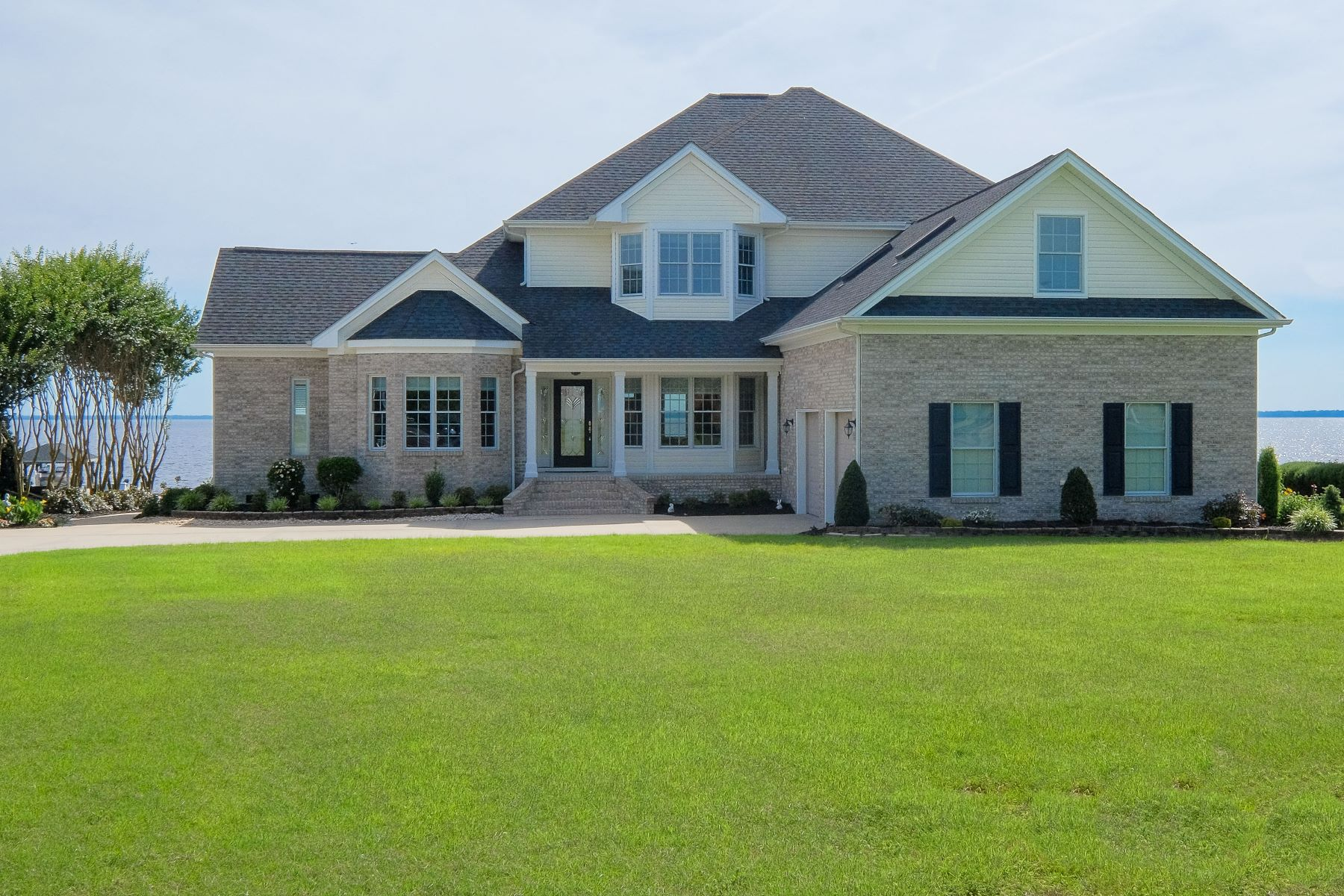 Maison unifamiliale pour l Vente à PRISTINE WATERFRONT 358 Bay Point Dr Edenton, Carolina Du Nord 27932 États-Unis