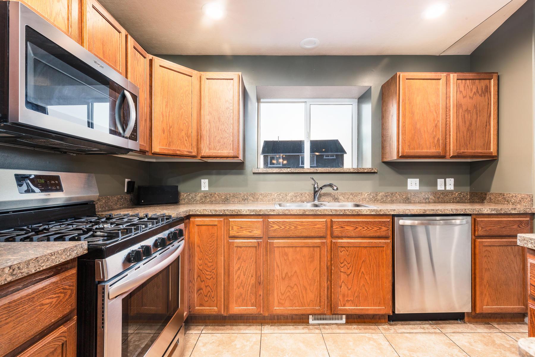 Additional photo for property listing at Beautiful Bayshore Rambler 6059 Bayshore Drive, Stansbury Park, 유타 84074 미국