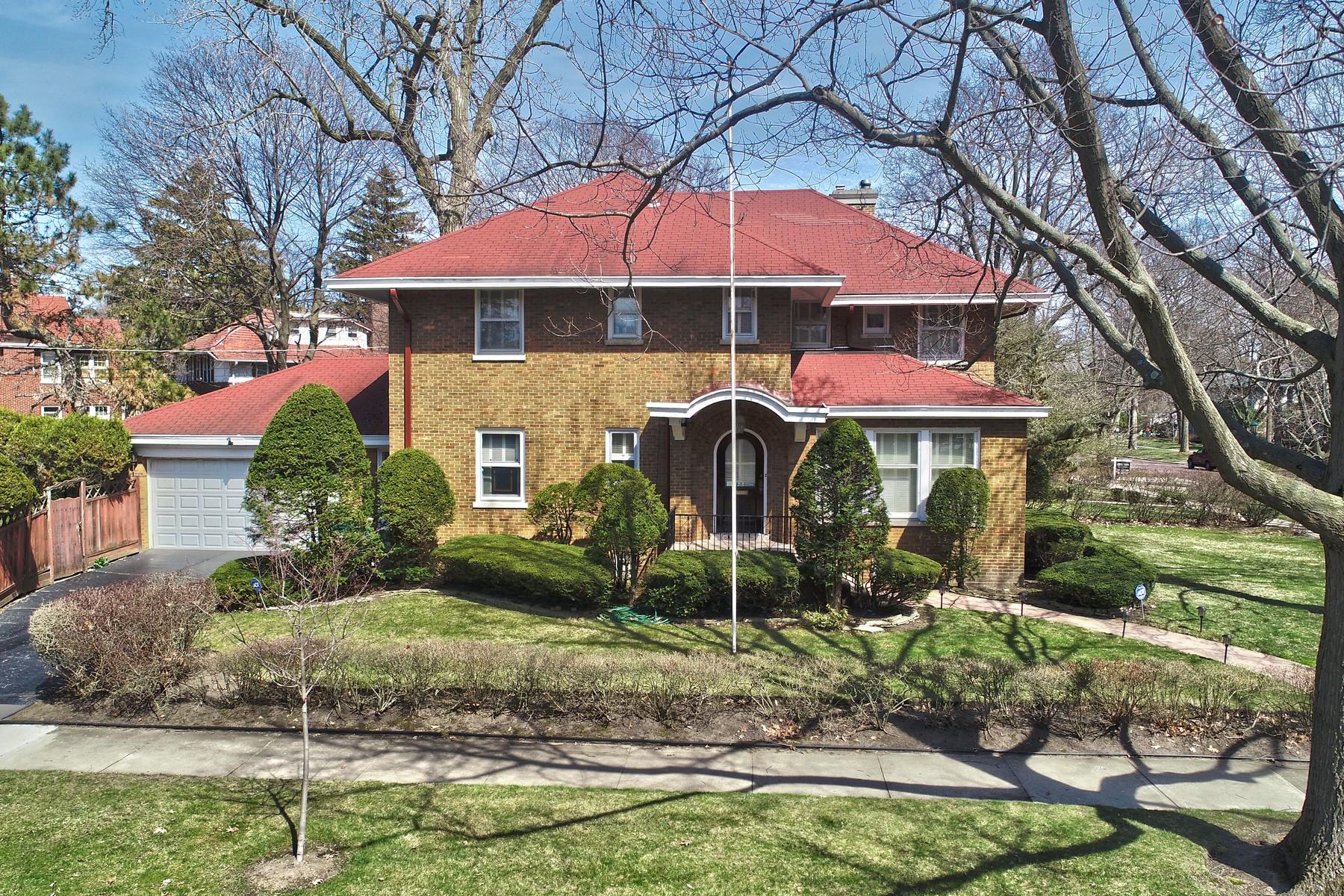 Частный односемейный дом для того Продажа на Grand and gracious brick home 630 Elmwood Avenue Wilmette, Иллинойс 60091 Соединенные Штаты