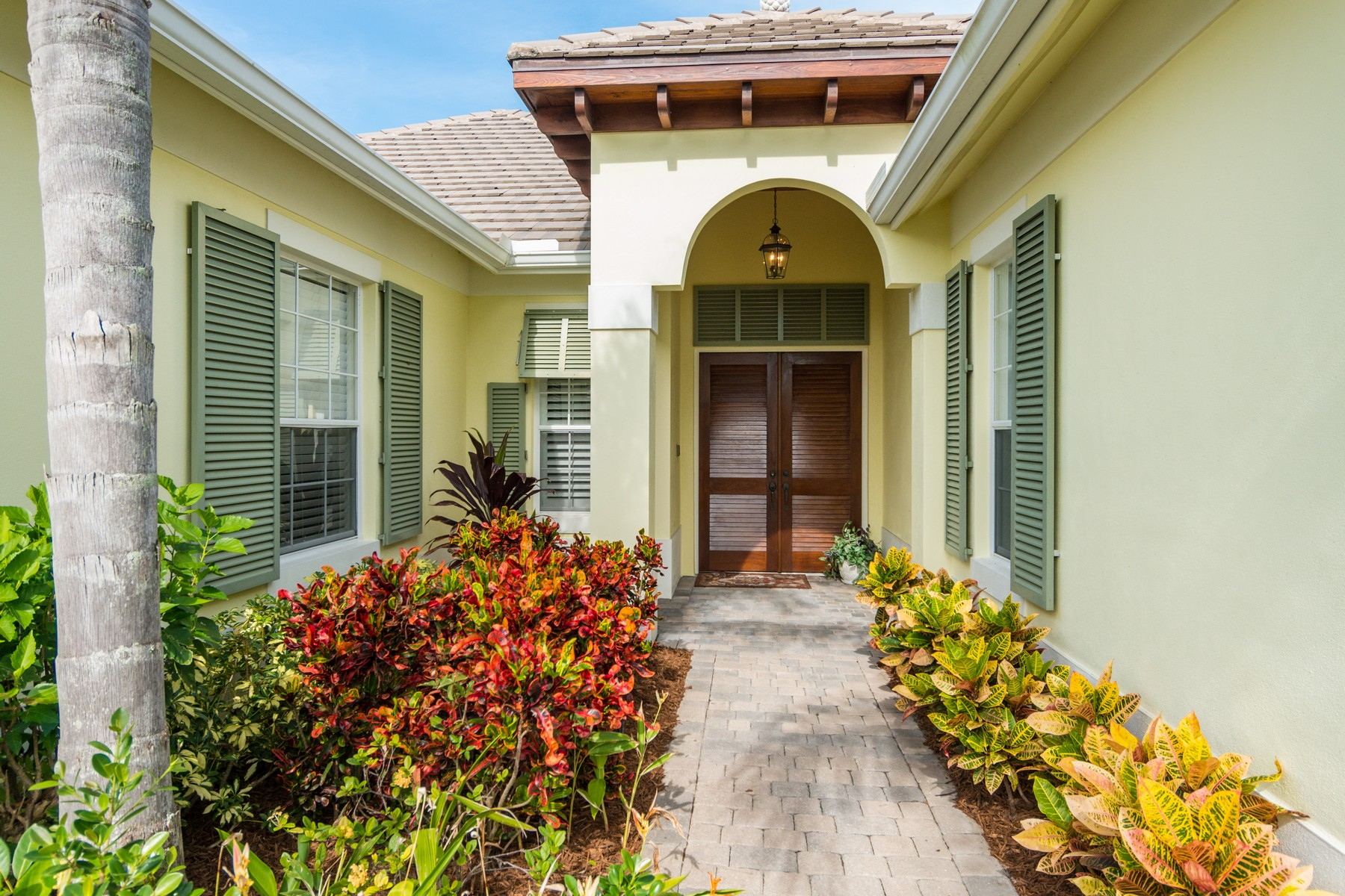 Property vì Bán tại Seasons Courtyard Pool Home 2050 Autumn Lane Vero Beach, Florida 32963 Hoa Kỳ