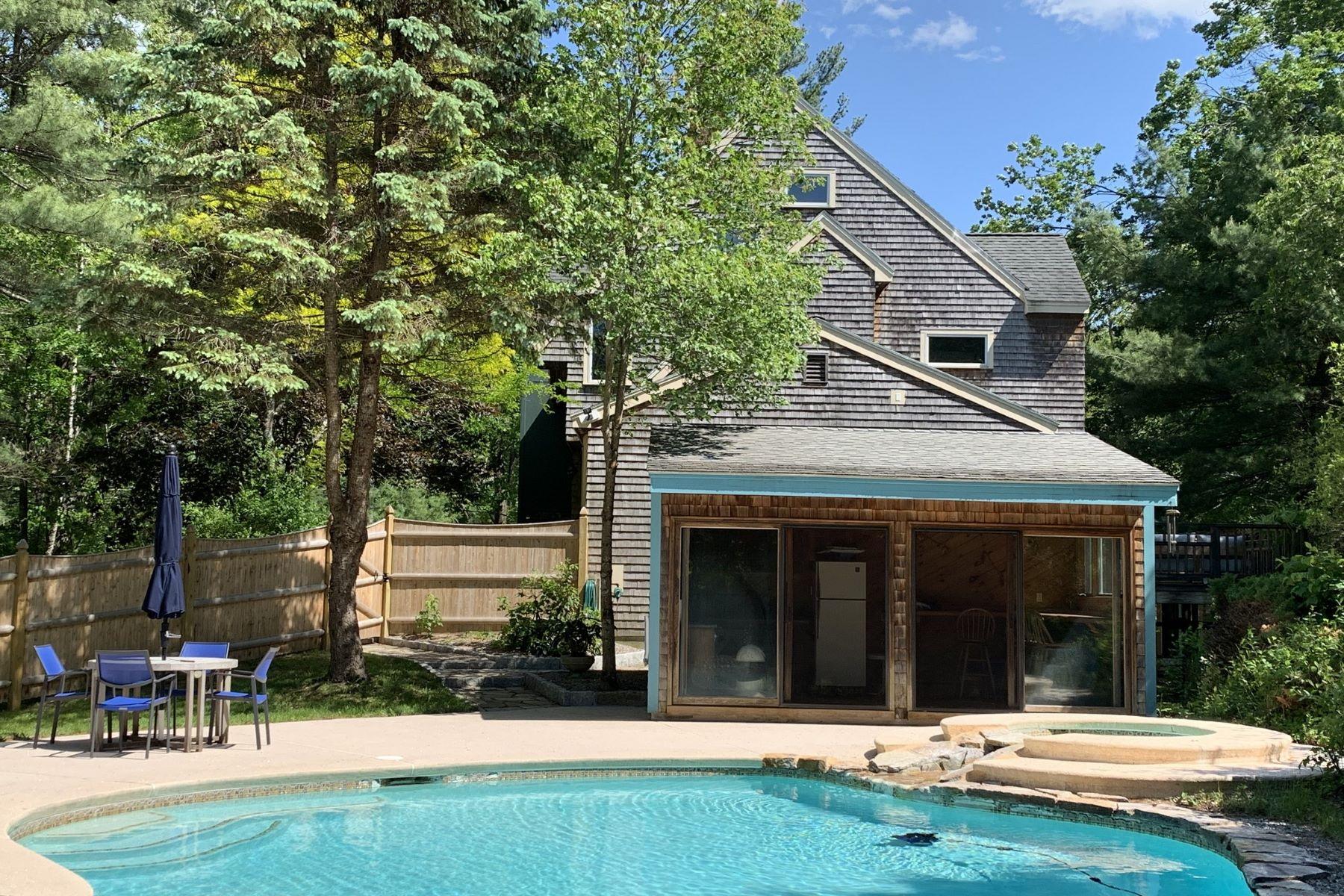 Single Family Homes pour l Vente à 1420 Curve Street Carlisle, Massachusetts 01741 États-Unis
