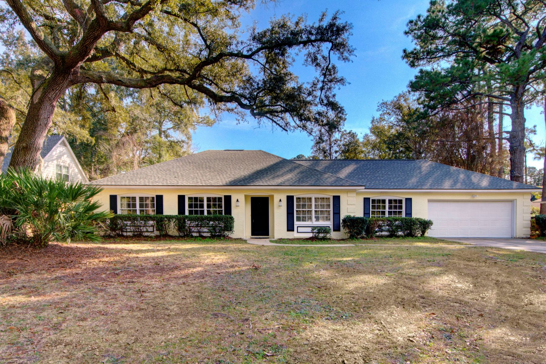 Single Family Homes for Active at 1312 Fairway Road Brunswick, Georgia 31525 United States