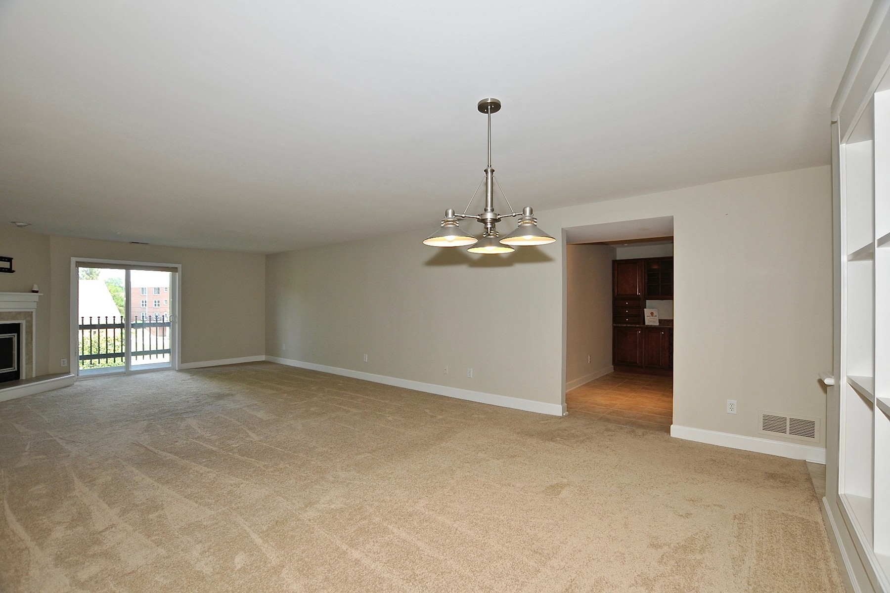 Additional photo for property listing at Updated One Level Condo 8690 Jaffa Court #28 Unit #28 Indianapolis, Indiana 46260 United States