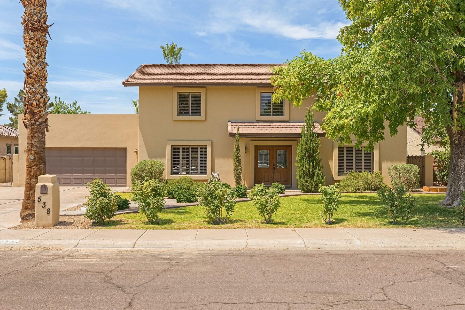 Maison unifamiliale pour l Vente à Charming home in highly desired North Central Phoenix location 538 W Las Palmaritas Dr Phoenix, Arizona, 85021 États-Unis