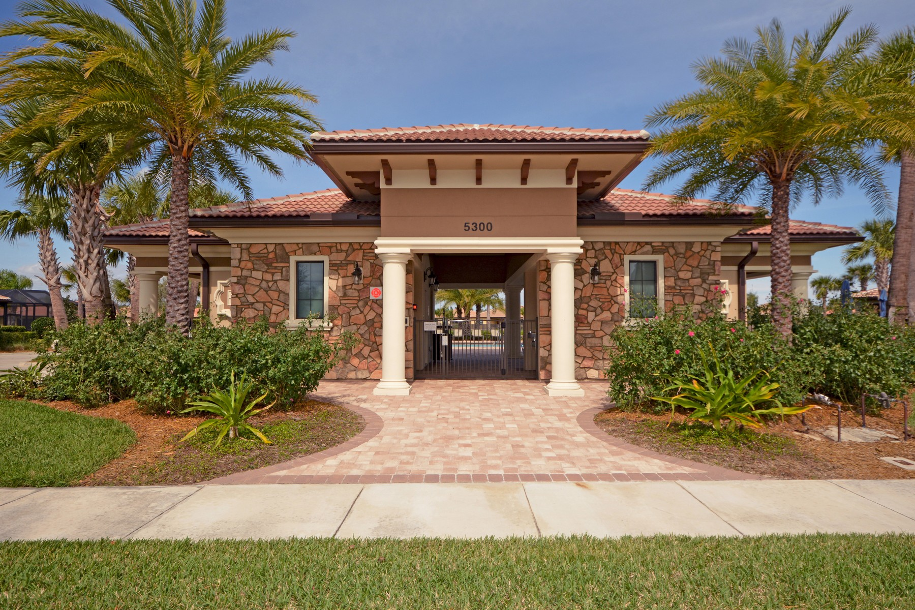 Additional photo for property listing at Stop Right Here, Gotta Have It! 5353 Antigua Circle Vero Beach, Florida 32967 United States