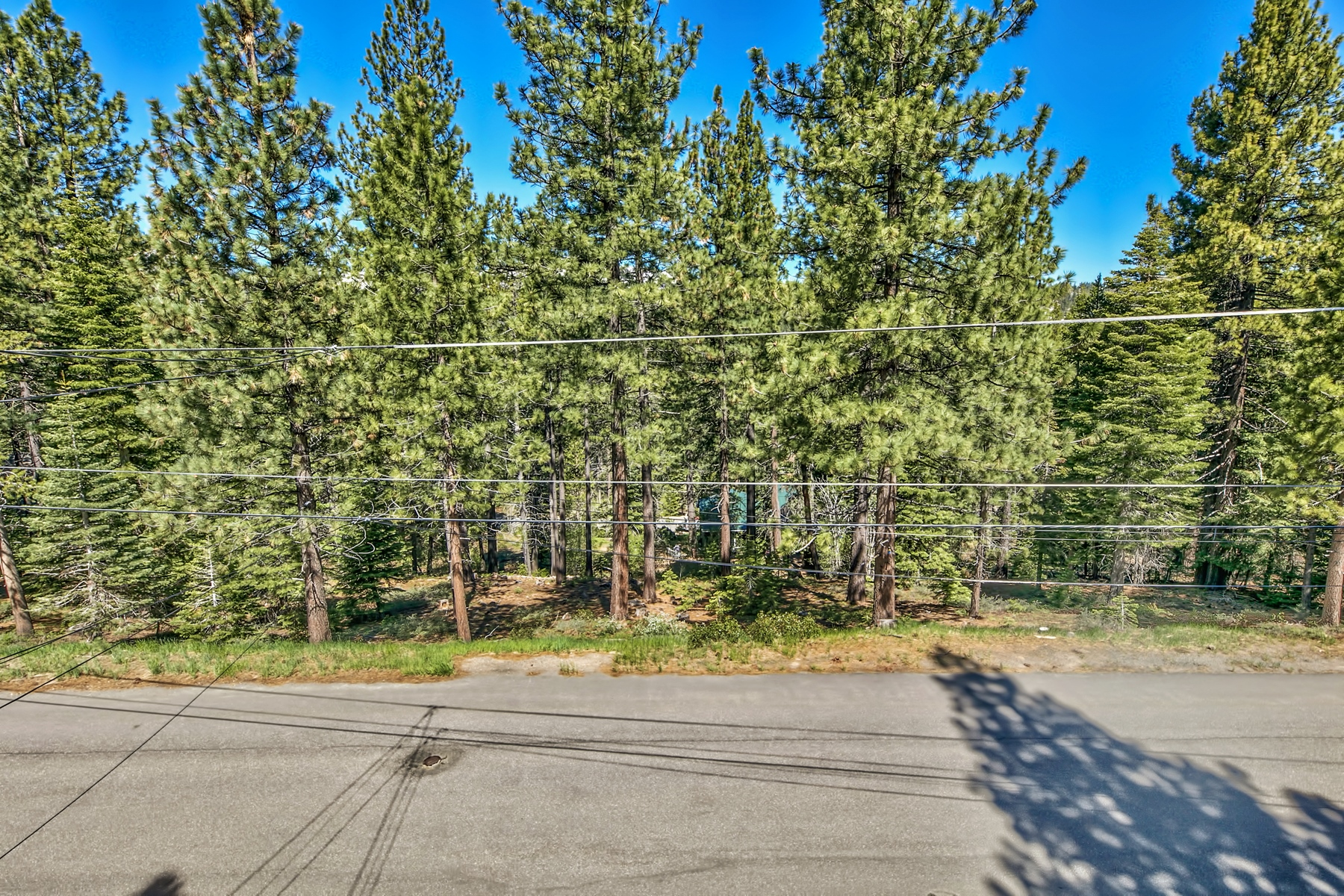 Additional photo for property listing at 1461 Skyline Drive, South Lake Tahoe, CA 96150 1461 Skyline Drive South Lake Tahoe, California 96150 United States