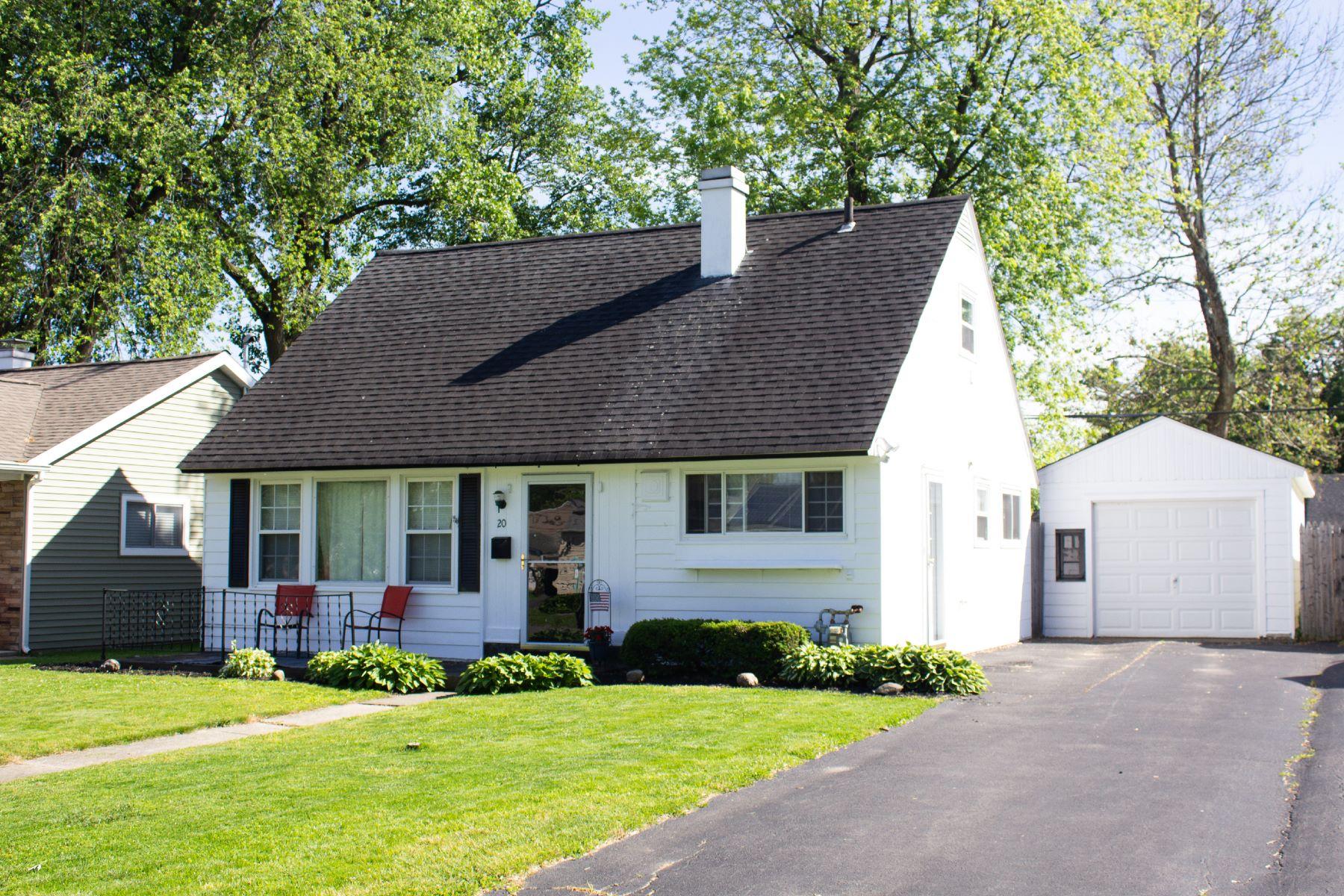 Single Family Homes 为 销售 在 Adorable Cape 20 Keeler Drive Albany, 纽约 12208 美国