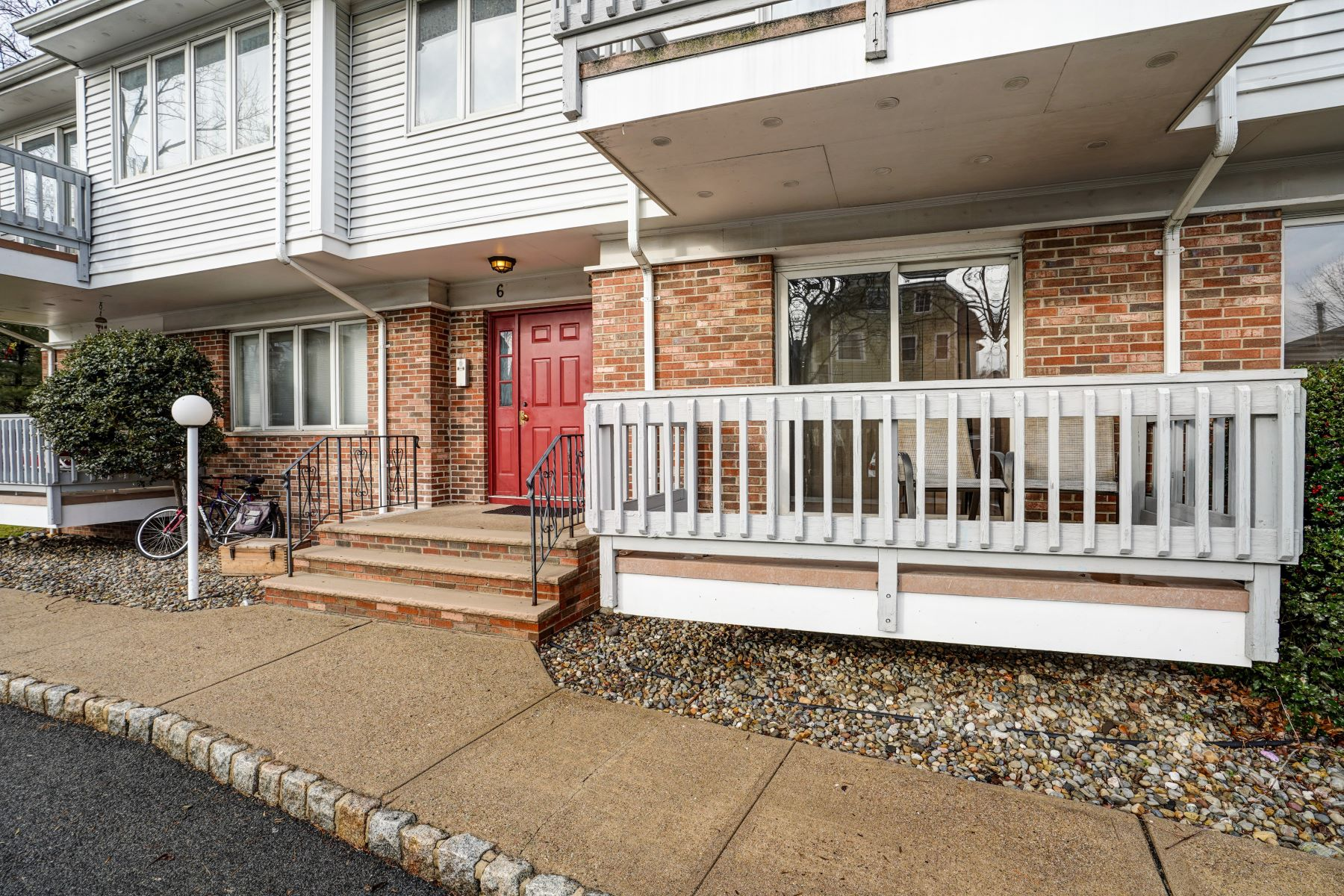 Condominiums for Active at Spacious Two Bedroom Condo 245 Main Street 5A Millburn, New Jersey 07041 United States