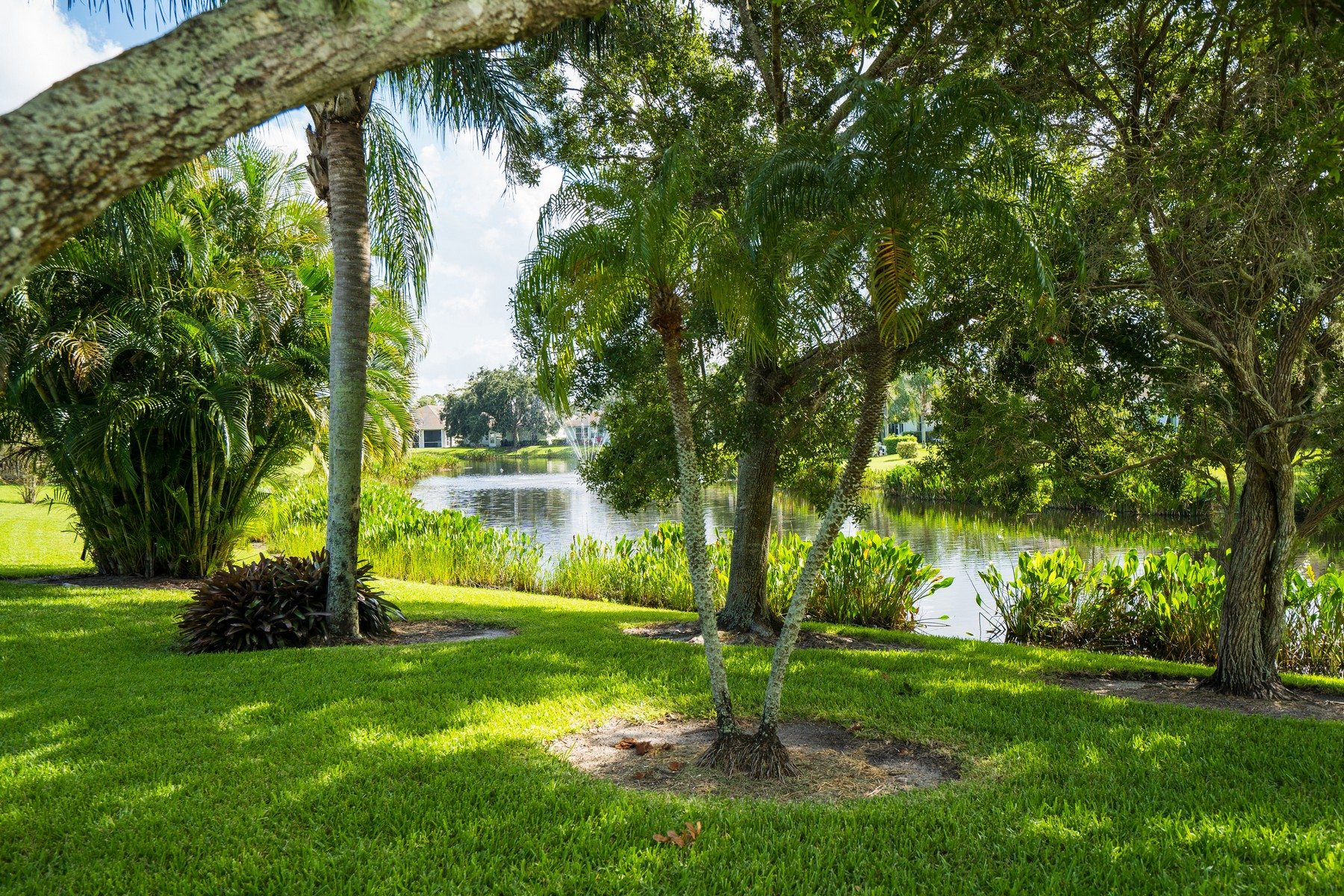 Additional photo for property listing at Lakefront Home in Garden Grove 251 Garden Grove Parkway Vero Beach, Florida 32962 United States
