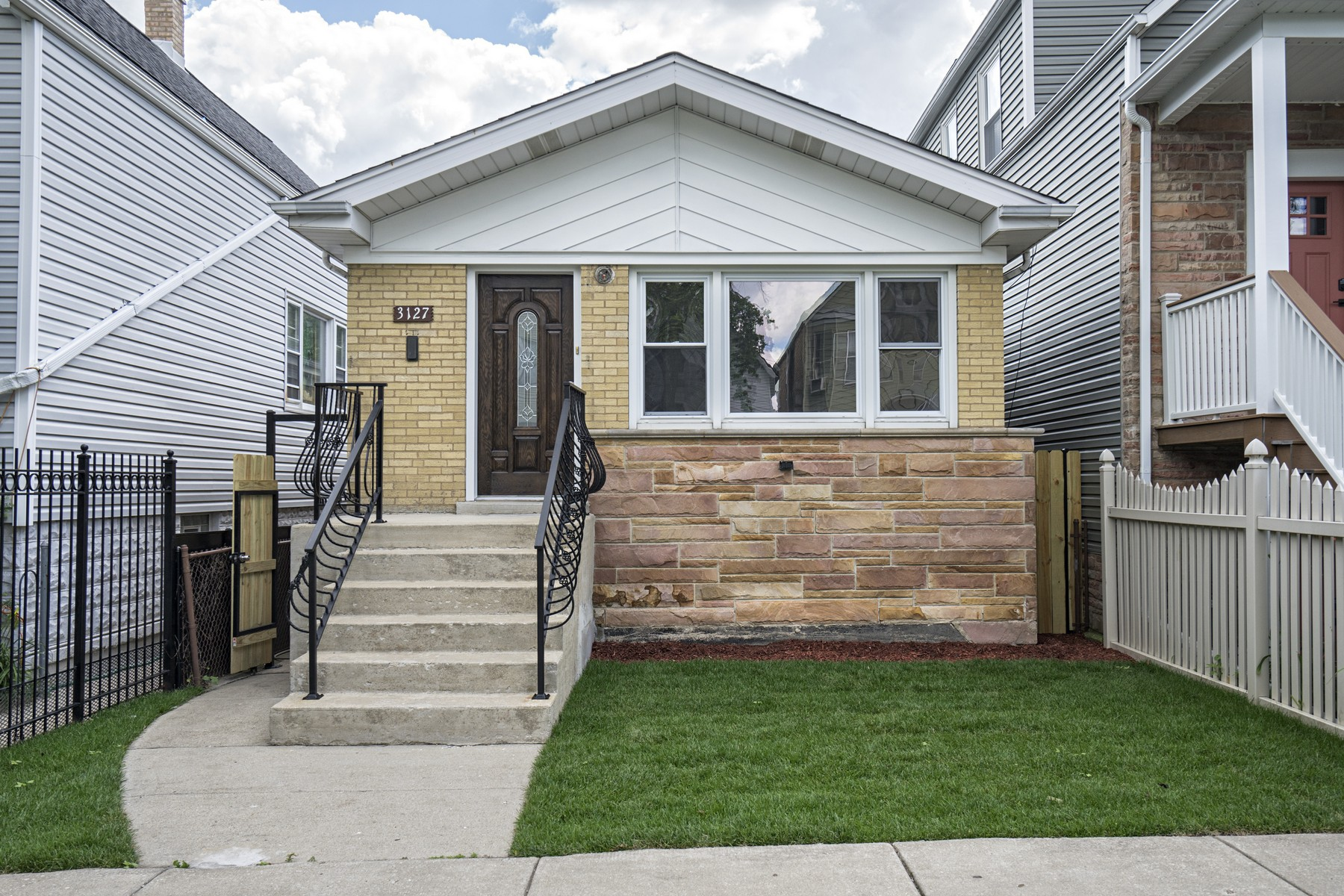 Vivienda unifamiliar por un Venta en Beautiful Avondale Raised Ranch 3127 N Drake Avenue Avondale, Chicago, Illinois, 60618 Estados Unidos