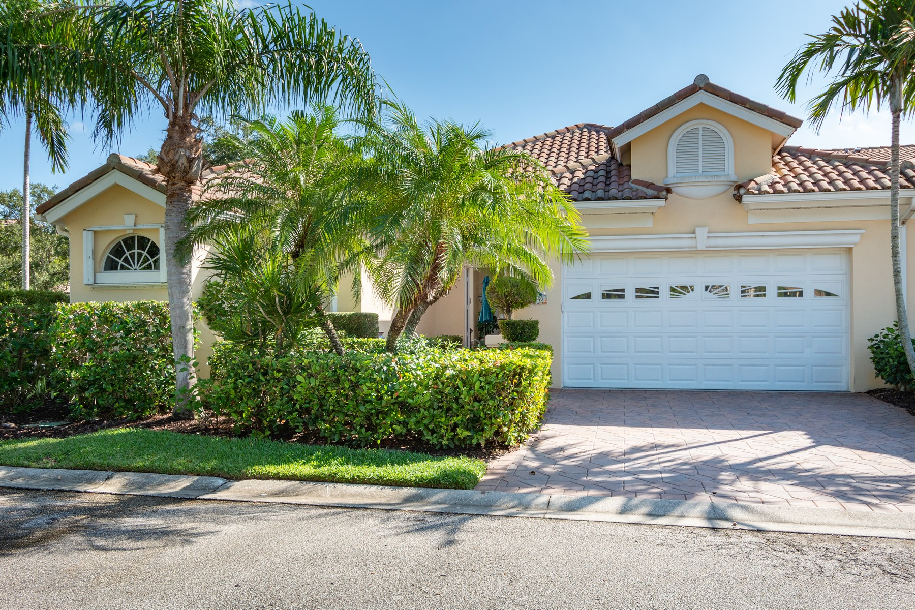 Single Family Homes for Sale at GRAND HARBOR MARINA FRONT COURTYARD POOL HOME 5450 W Harbor Village Drive Vero Beach, Florida 32967 United States