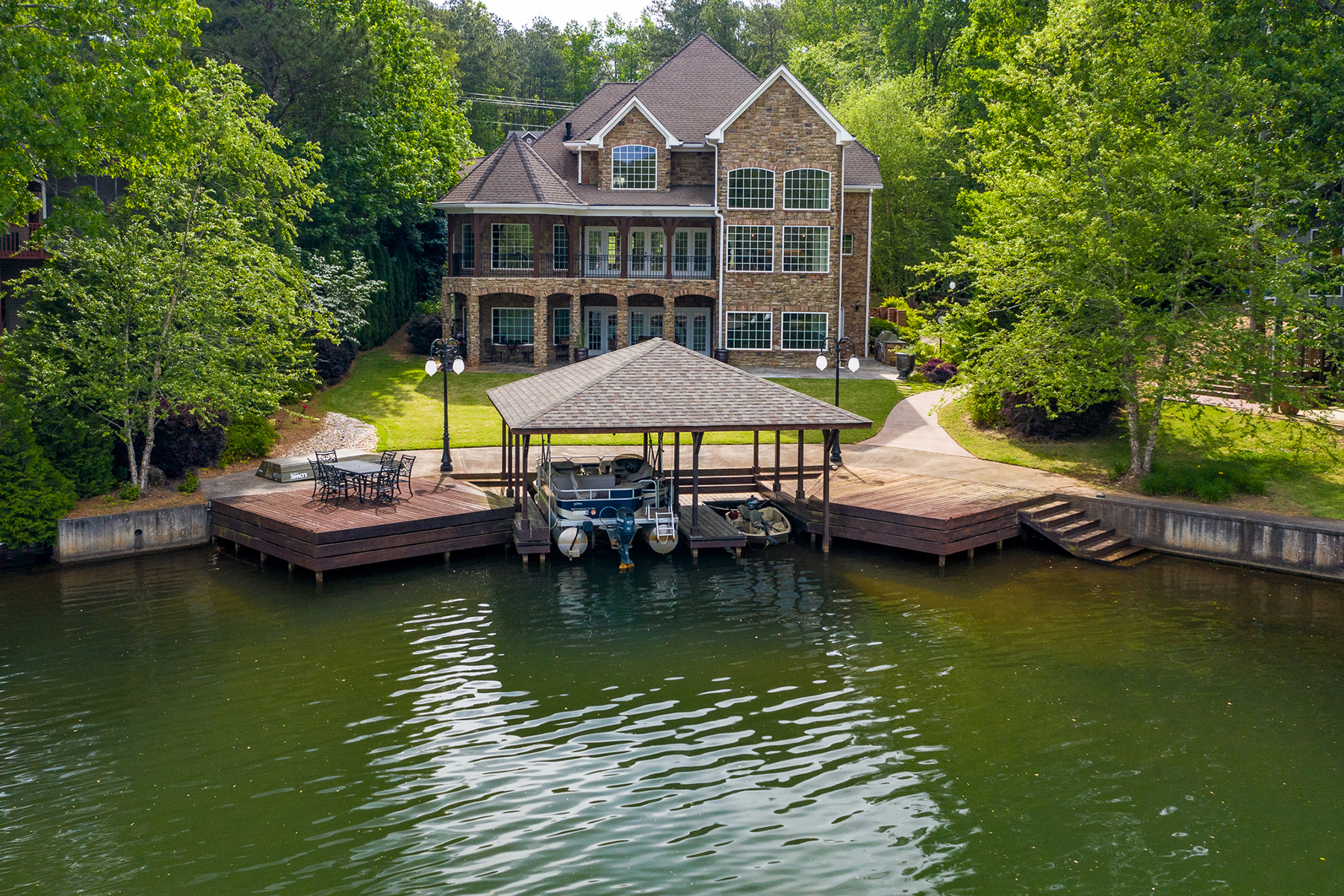 Single Family Homes のために 売買 アット Exquisite Executive Lake Front Masterpiece 10104 Lakeview Parkway, Villa Rica, ジョージア 30180 アメリカ