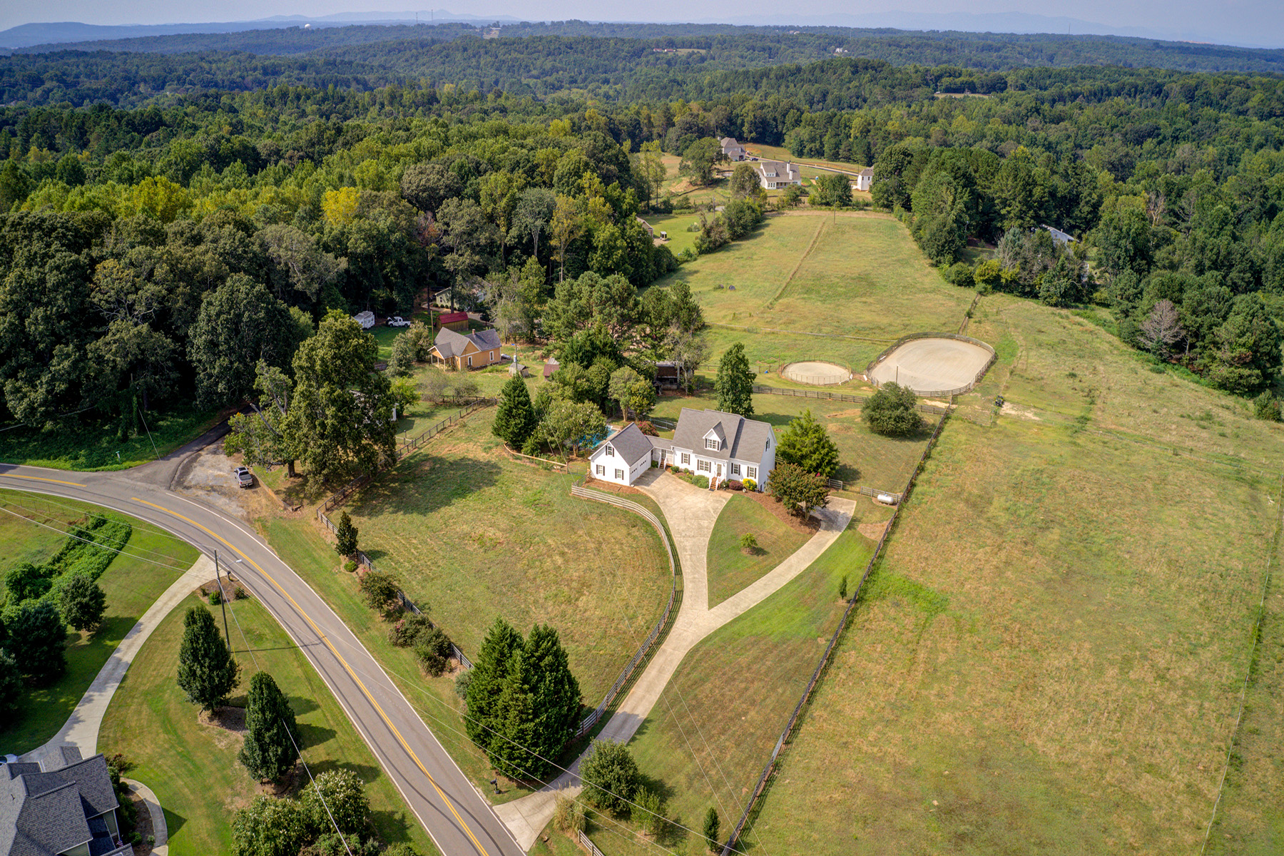 Single Family Homes per Vendita alle ore Equestrian Delight 1135 Bart Manous Road, Canton, Georgia 30115 Stati Uniti